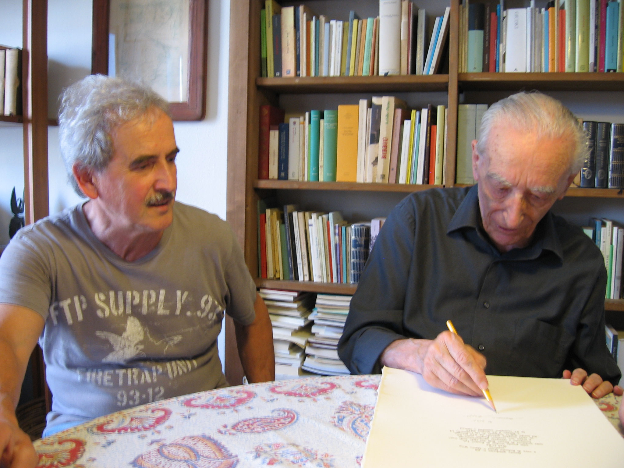 """Bruno Biffi e Franco Loi alla firma di """"Nel scür"""""""