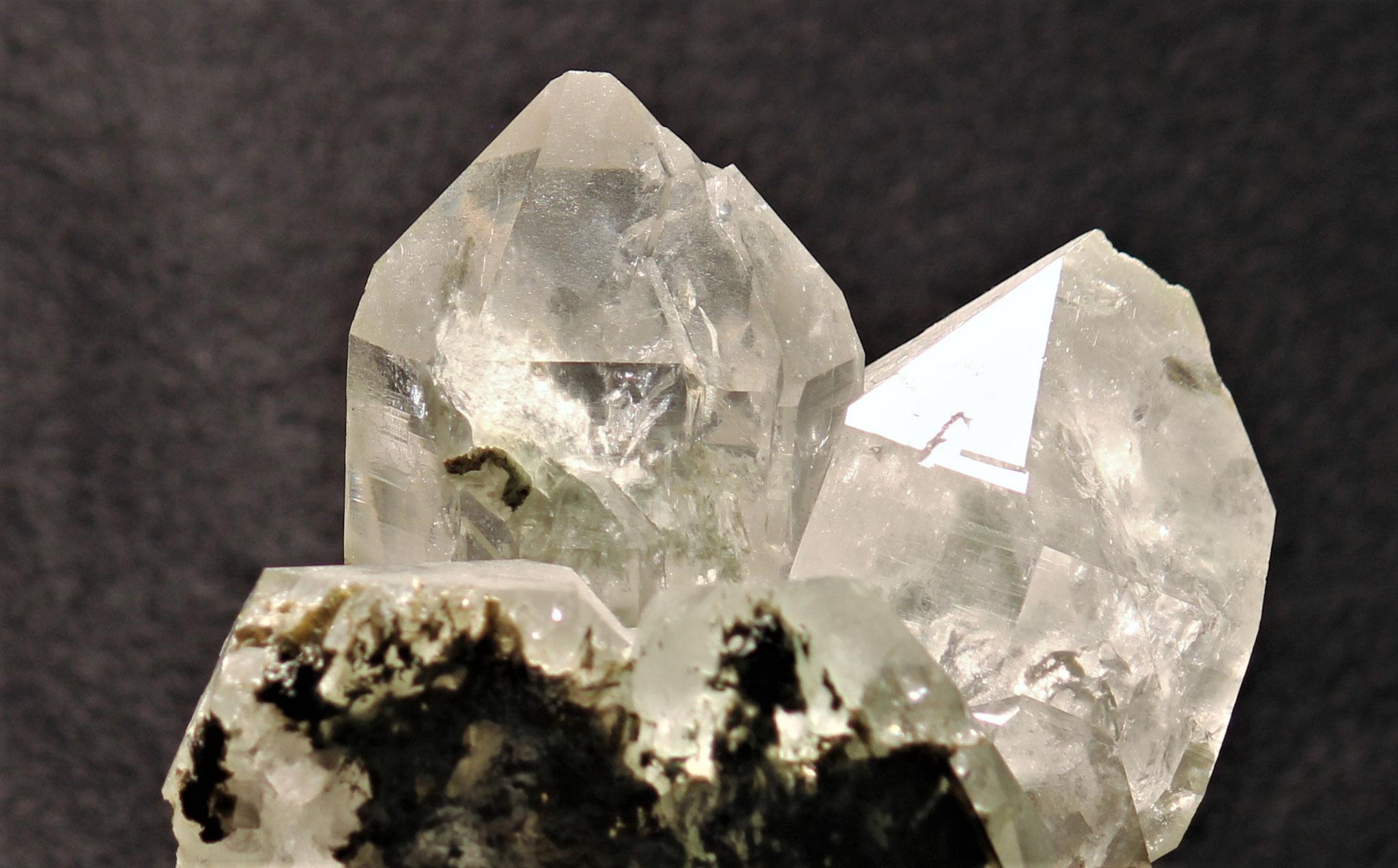 Grosser Bergkristall mit Amiant, Val Cavrein (GR)
