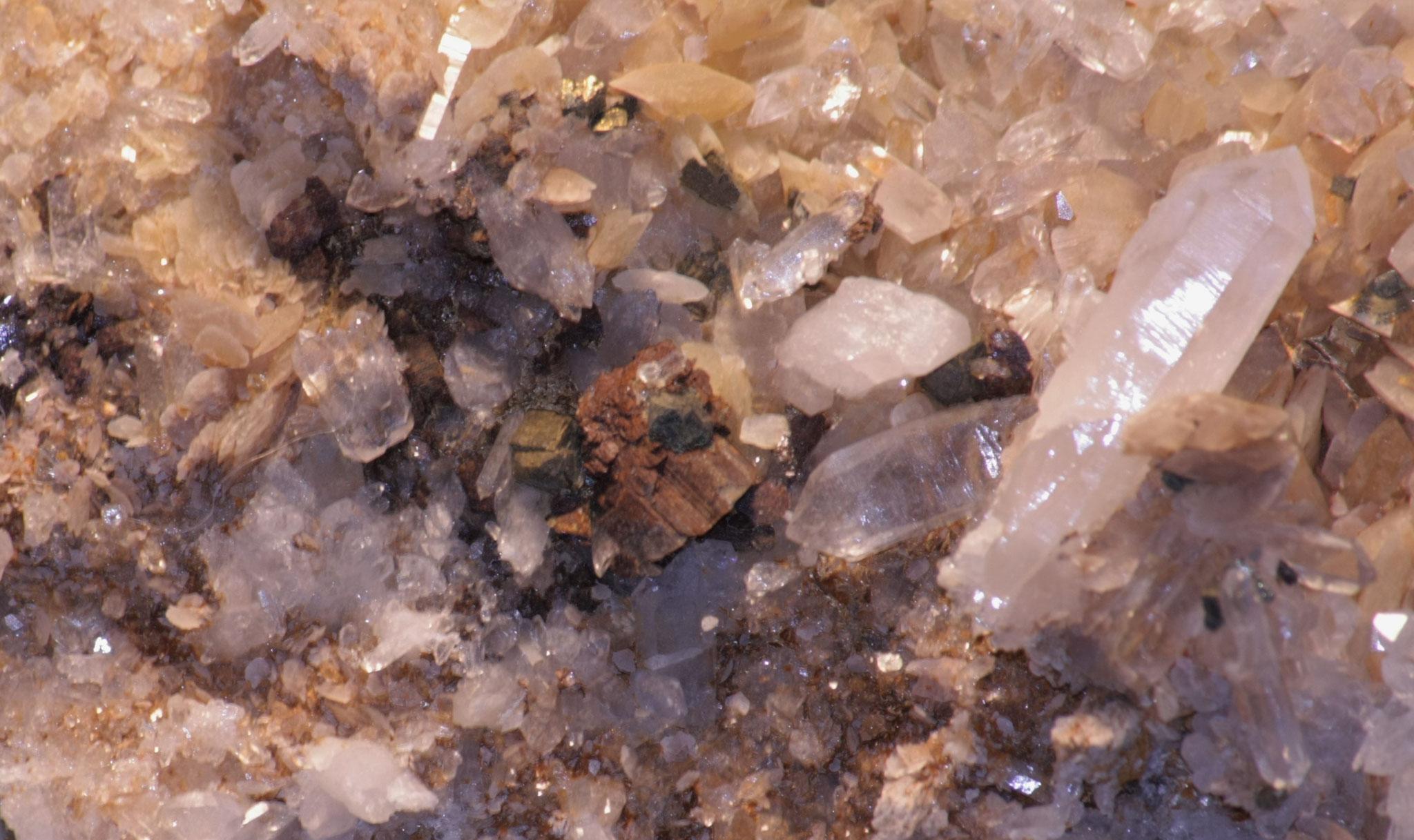 Siderit, Quarz, Pyrit - Lukmanierschlucht (GR)