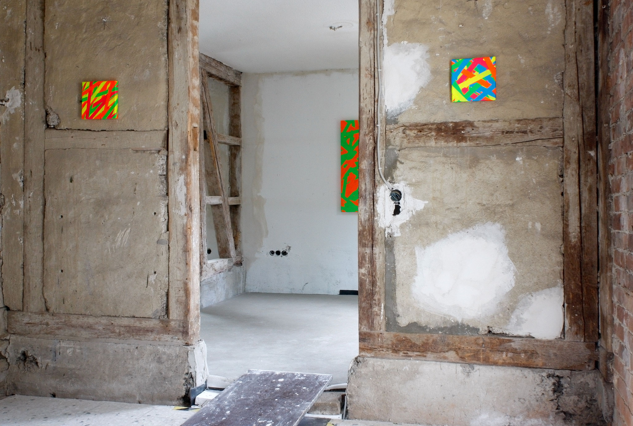 FLASH 44  Daniel Schörnig  SIGNAL,  2018 |  marking tape on canvas  |  New Space Brigitte March ICA