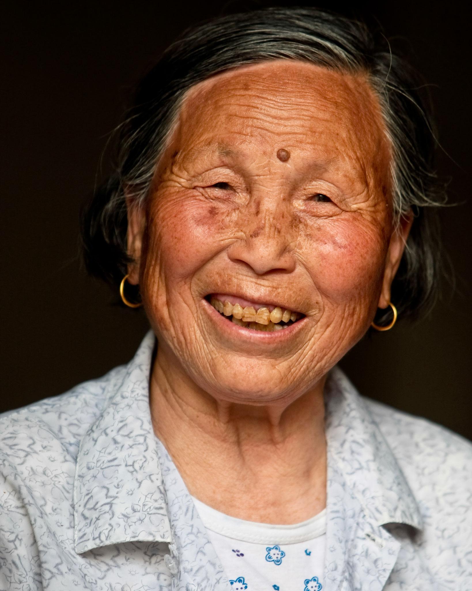 Frau in einem Fischerdorf bei Nanjing / China - Reportage für BILD - © Dirk Brzoska