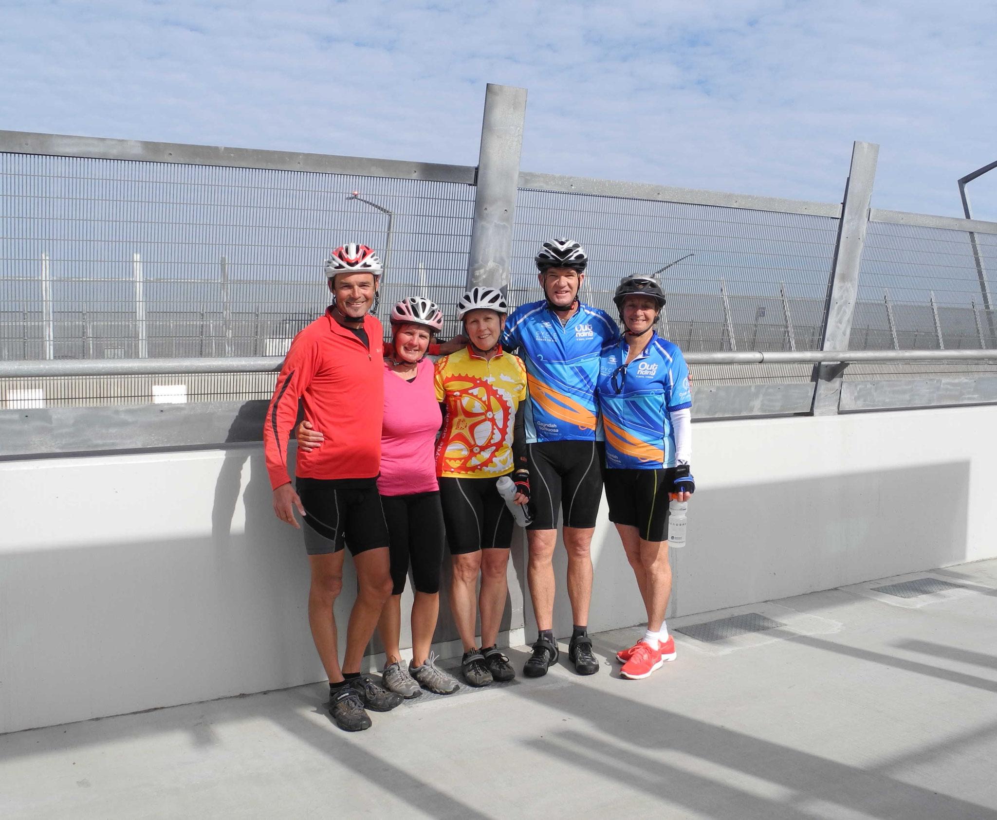Mit Sheryll, Peter und einer Freundin auf der Gateway Bridge in Brisbane
