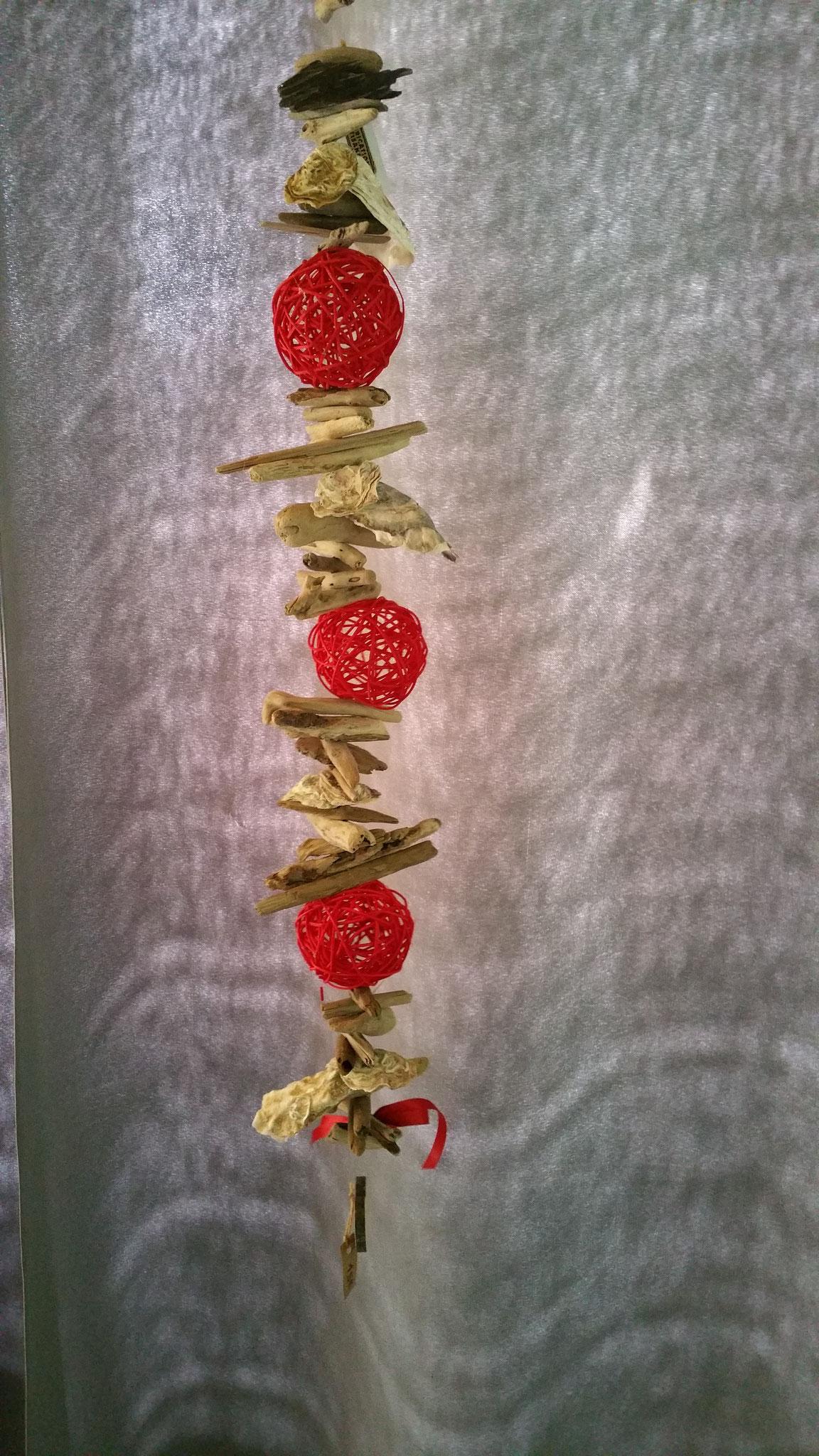 N° 4 Guirlande de bois flotté , coquillages et osier rouge