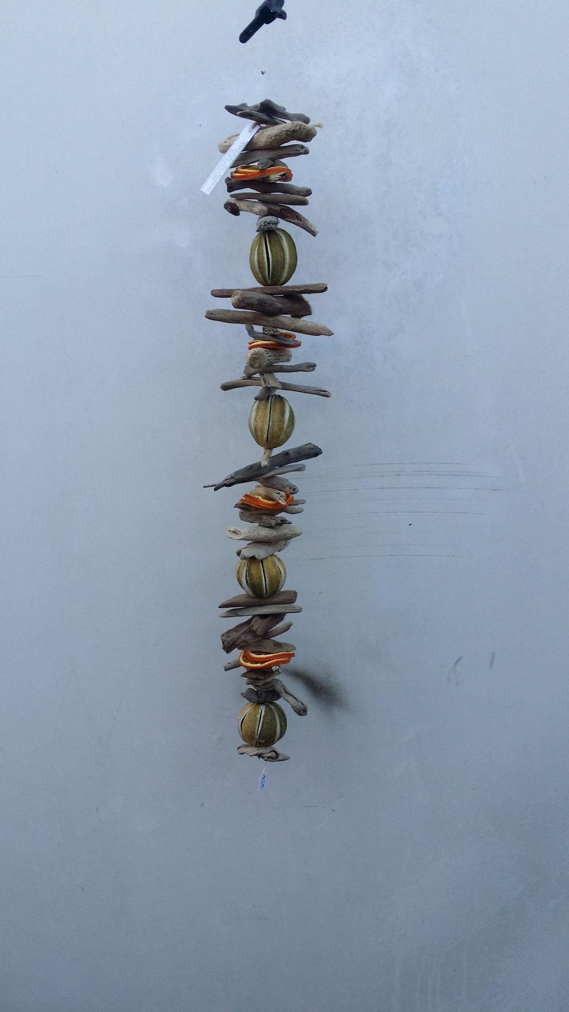 Guirlande de bois flotté , coquillages et osier