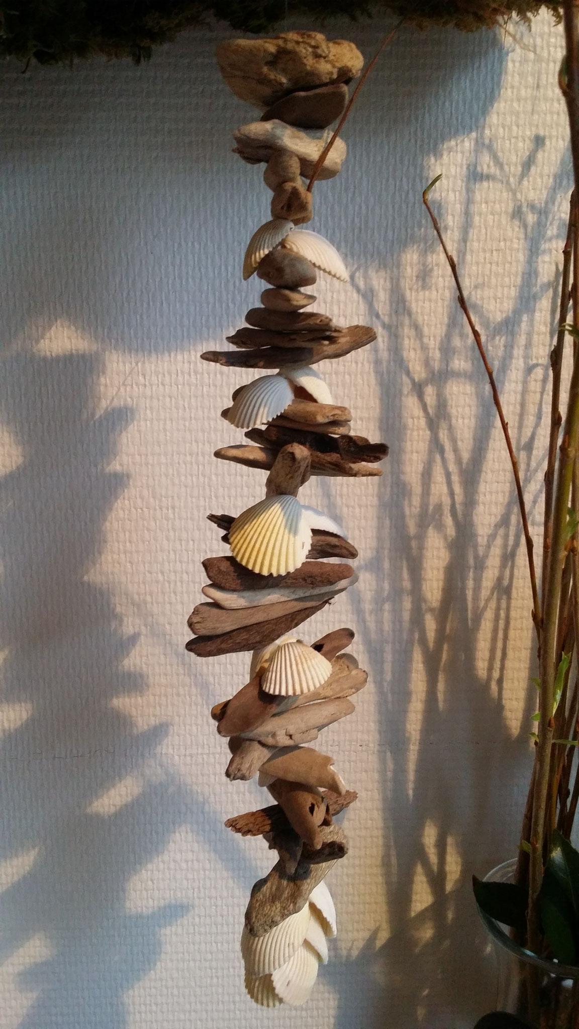n°  1  Guirlande de bois flotté et coquillages