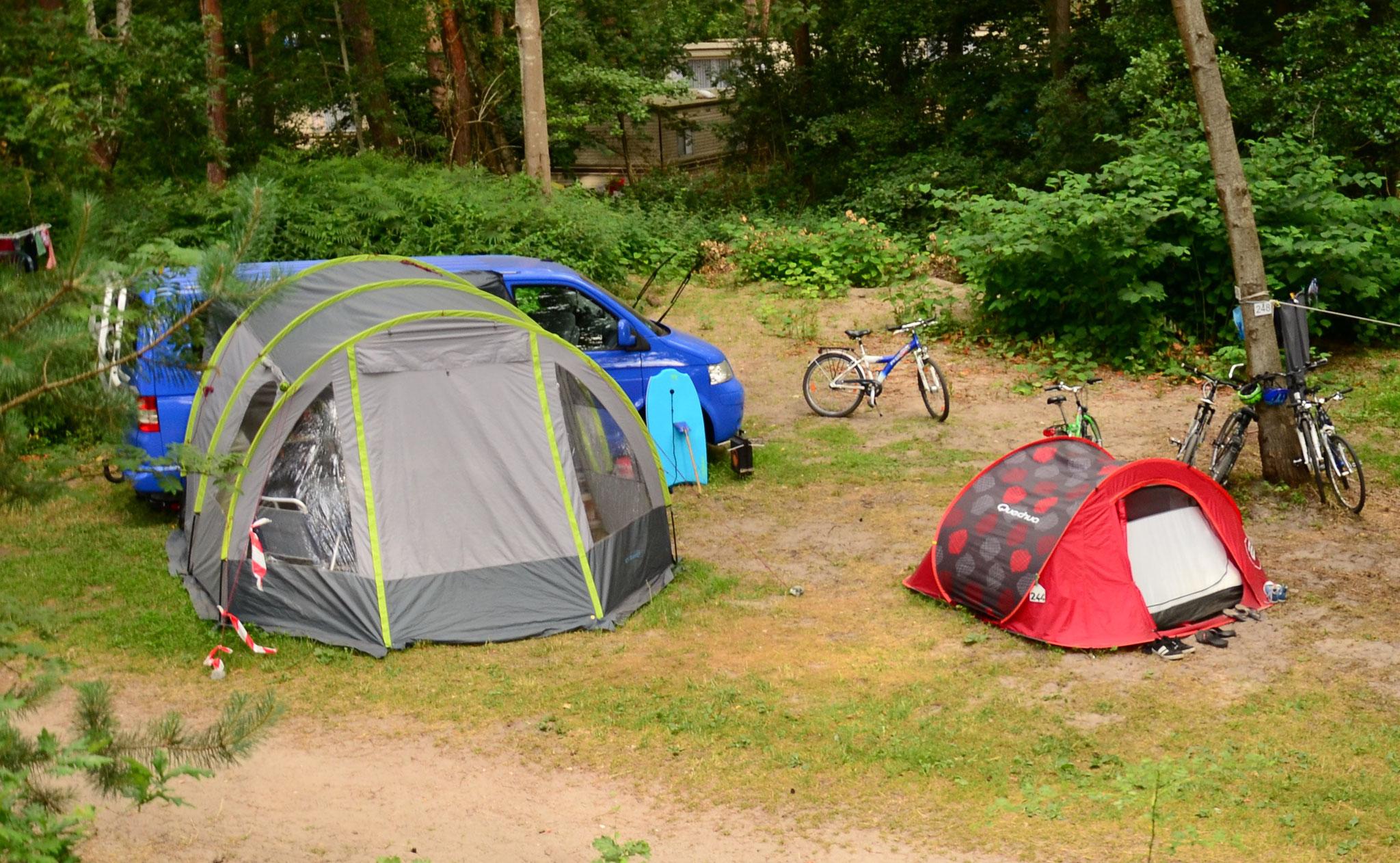 Sommerurlaub mit Busvorzelt an Kederschiene T5 / T6