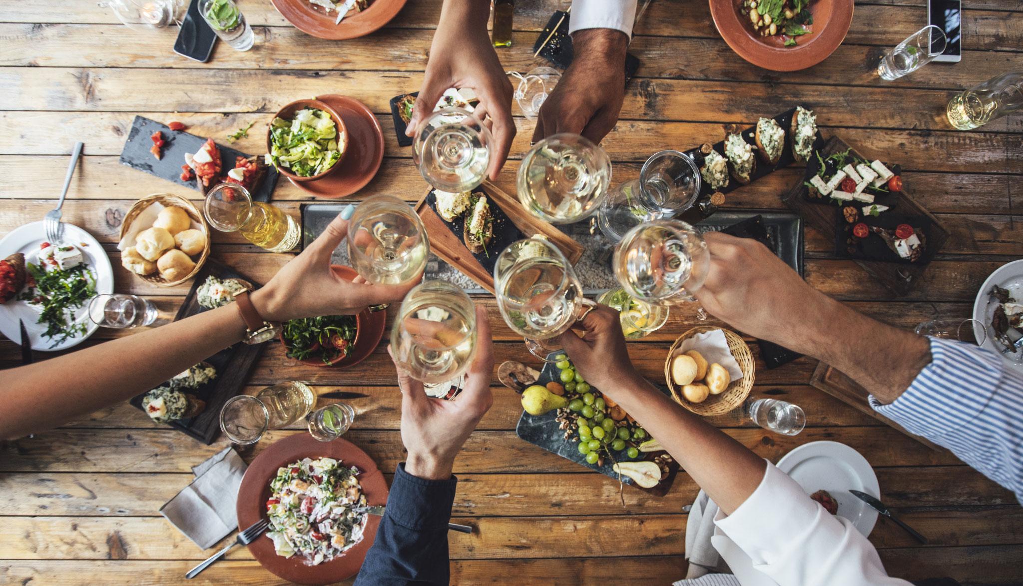 Gemeinsam essen und trinken ...