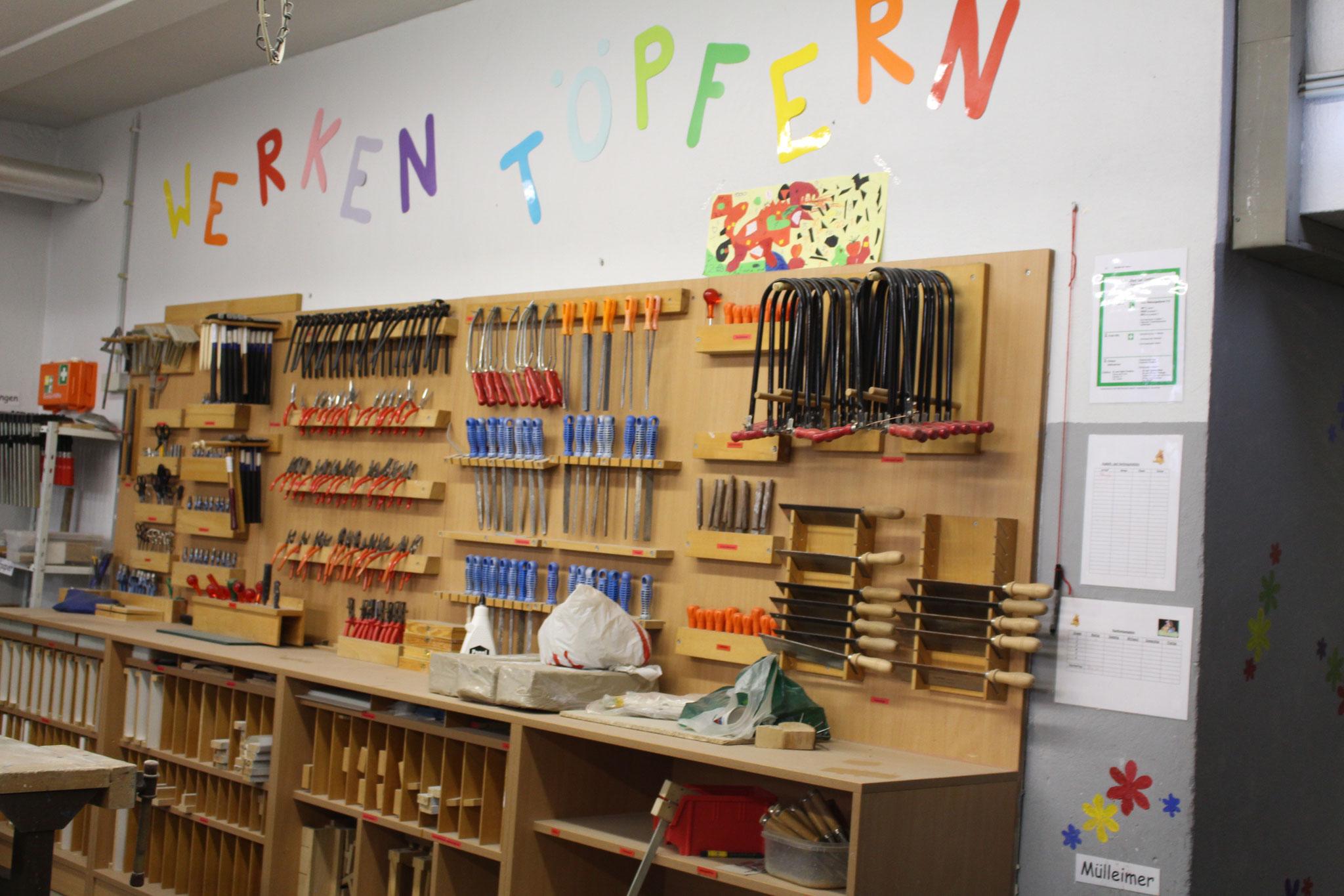 Hier ist die Werkstatt der Wilhelm-Schule. Fotografen:LUKAS,LEANDROS