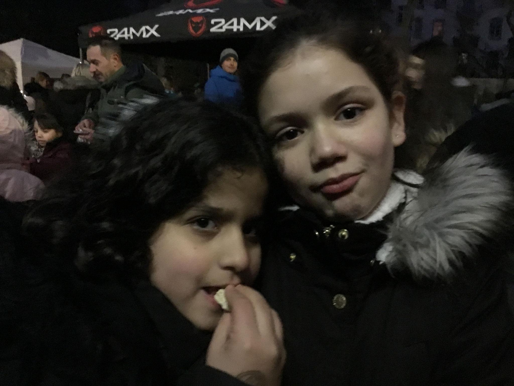 2 Mädchen aus der 4a