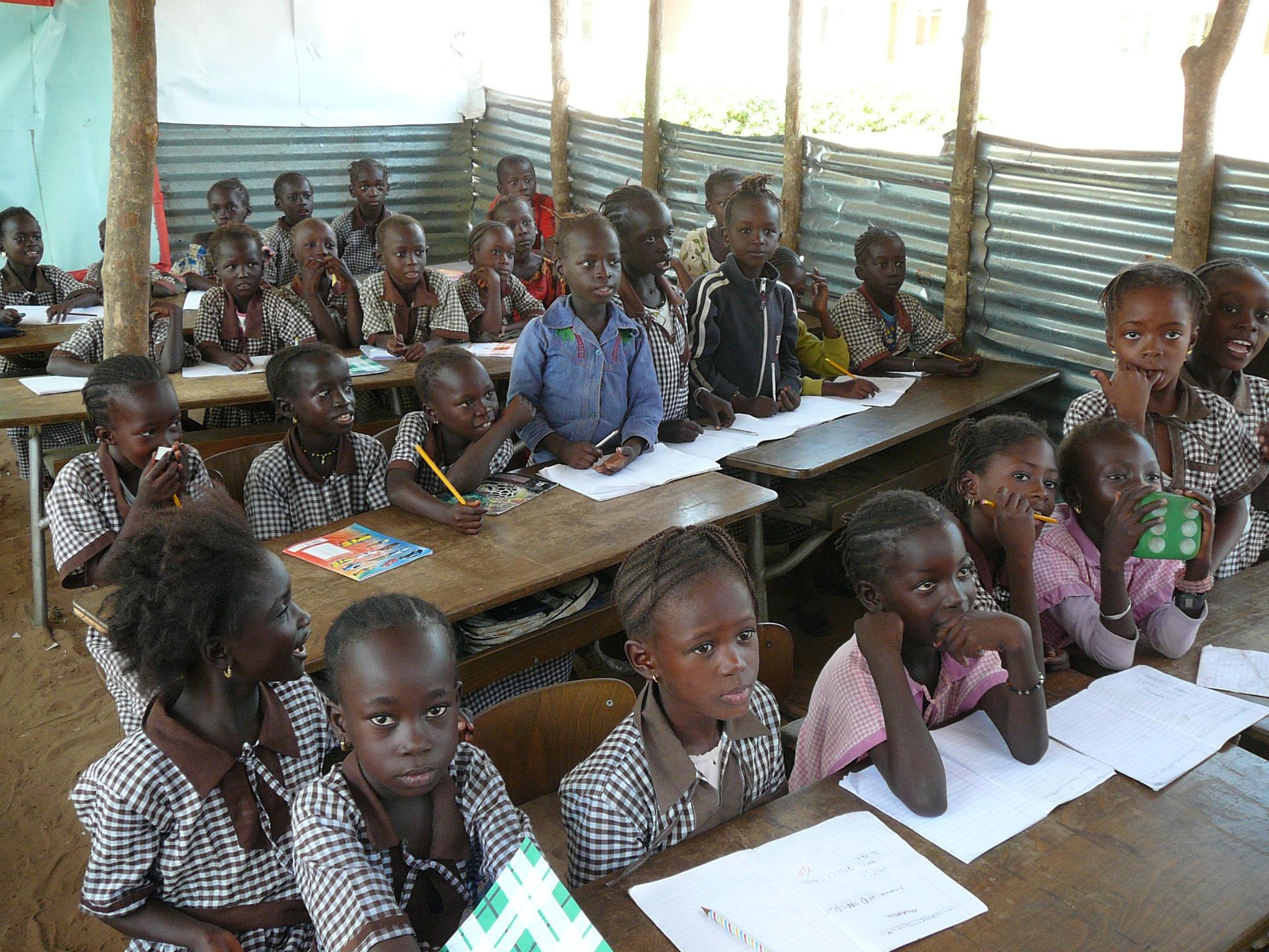 Schüler in von Eltern gebauter Klasse