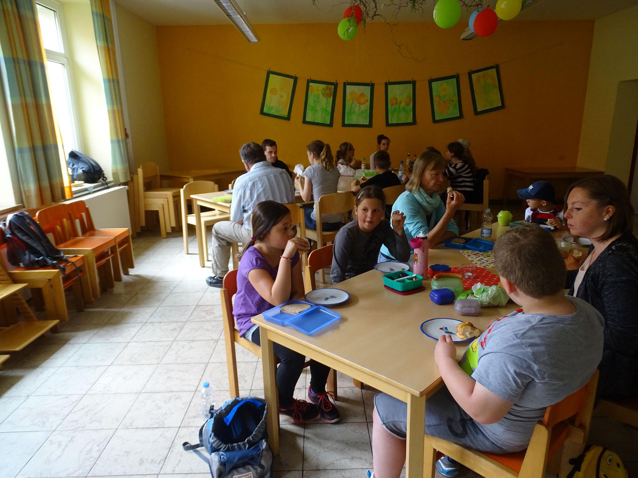 Ein gemeinsames Abendessen in der Lebenshilfe-Einrichtung in Ebern rundet den tollen Ausflug ab. Danke an alle Spender, die ihn ermöglicht haben!  :)