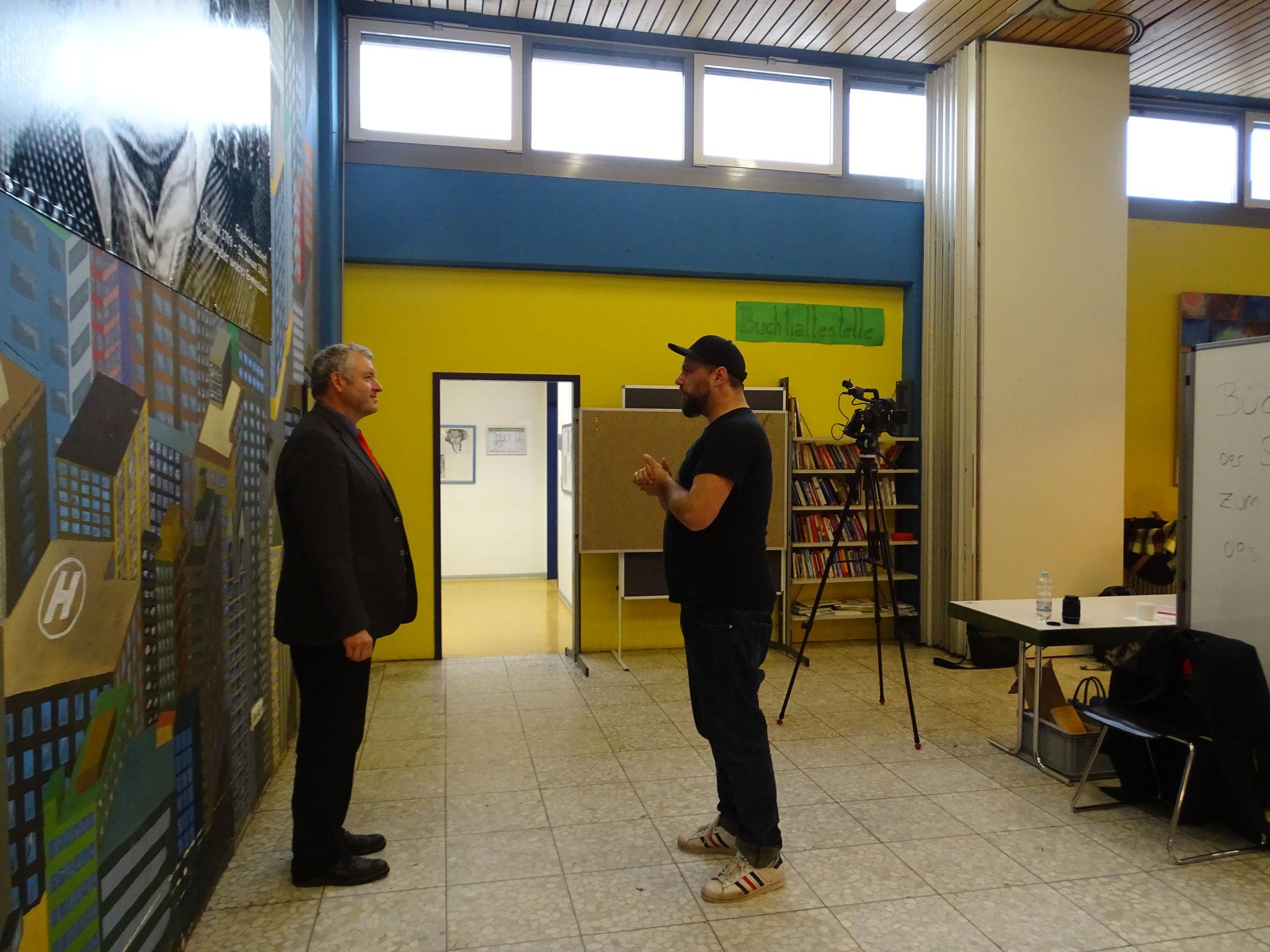 """Auch der 1. Bürgermeister von Ebern, Jürgen Hennemann, erzählte """"der Kamera"""" etwas über uns. Nämlich wie wir im Rahmen der 72h-Aktion den Spielplatz in Ebern modernisiert haben. Danke! :)"""