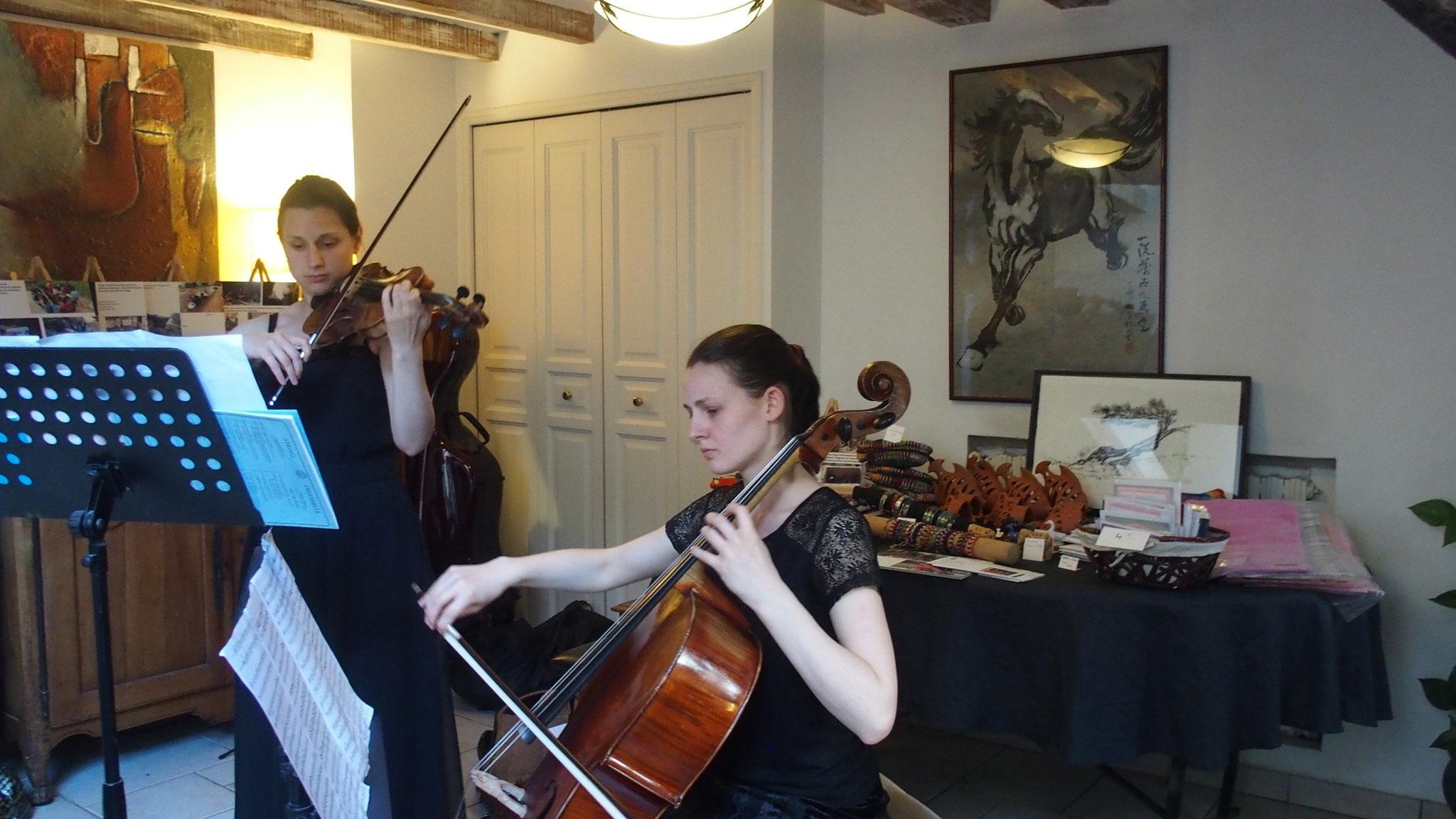 Duo Adelphonia, Lucie (violoncelle) et  Hélène Gueraud(violon)
