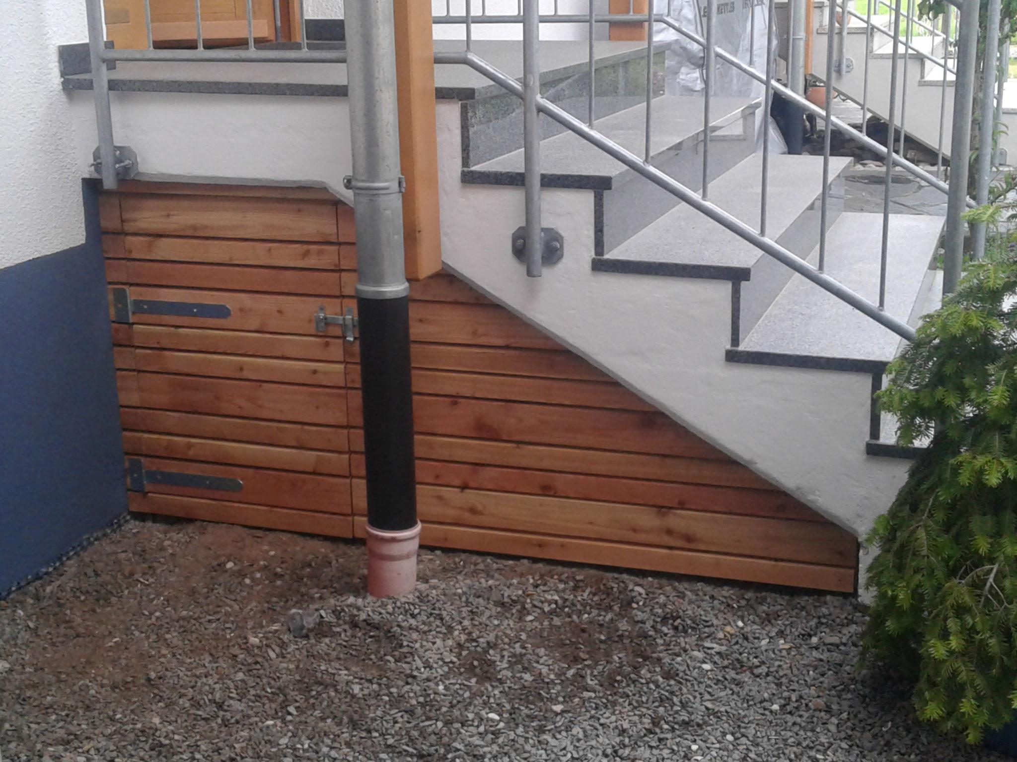 Treppenverschalung mit Tür