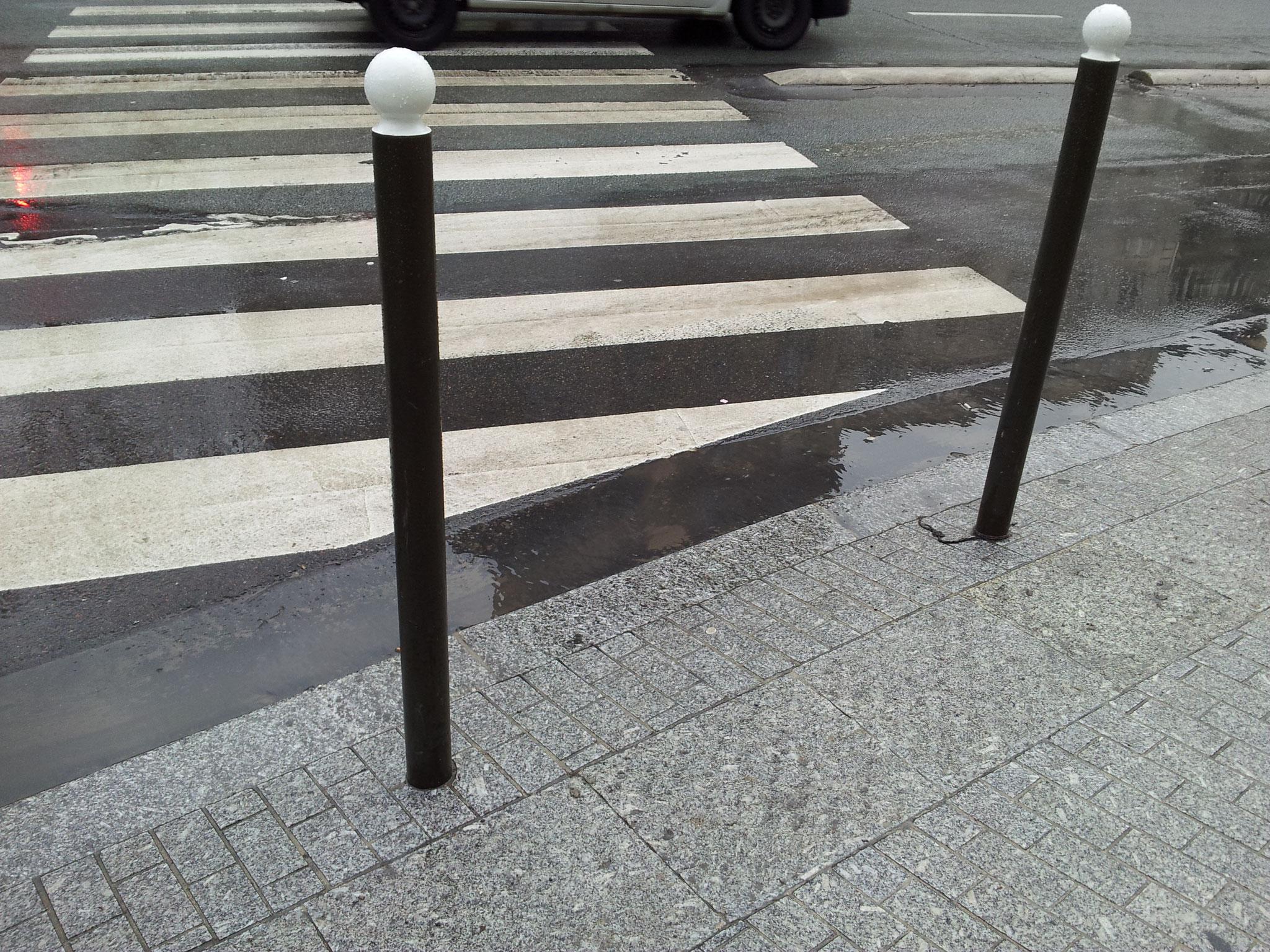 Boulogne Billancourt 92100 Absence de bande d'éveil et de vigilance au droit d'un passage piéton