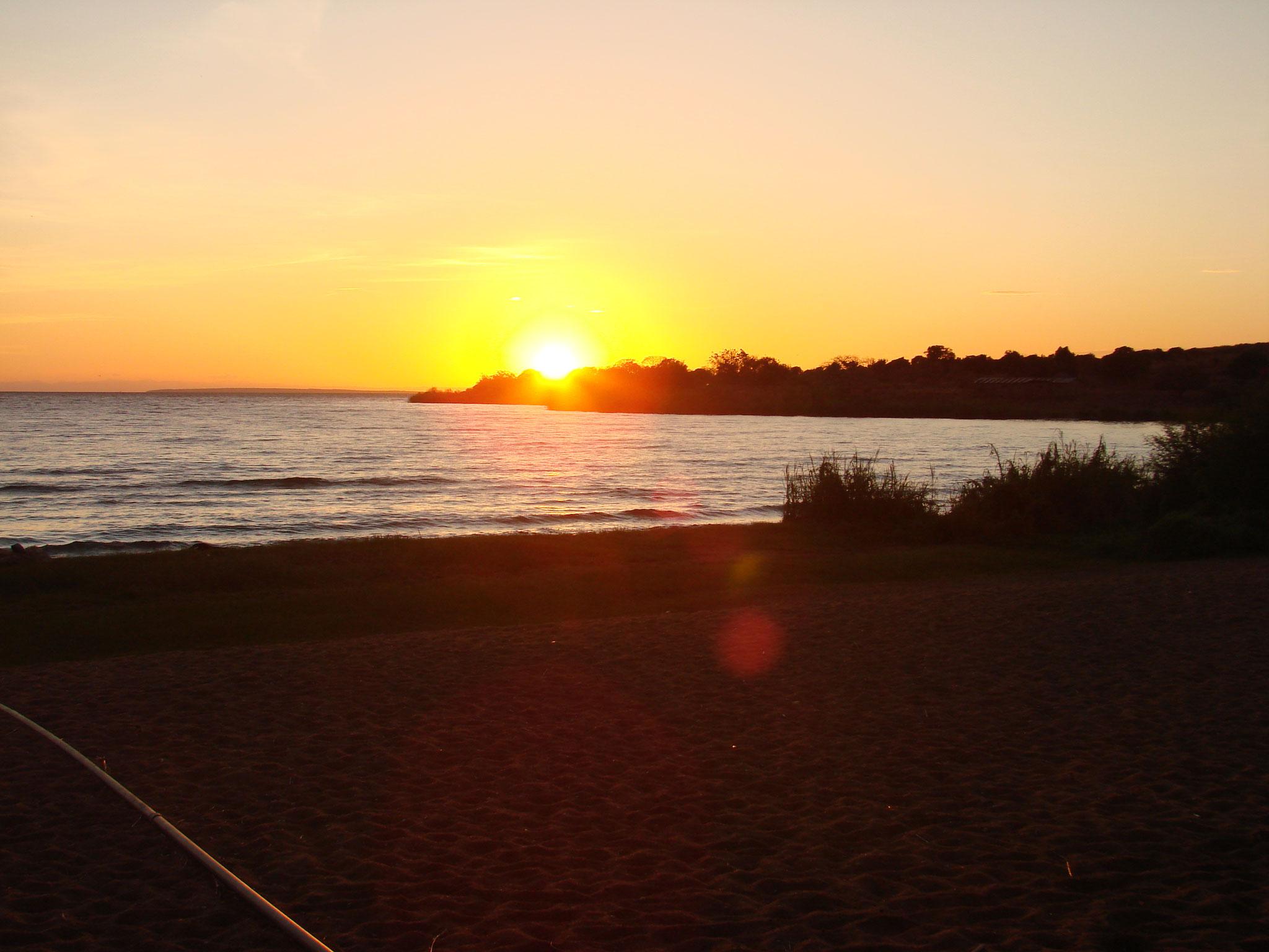 Sonnenaufgang Ndole Bay