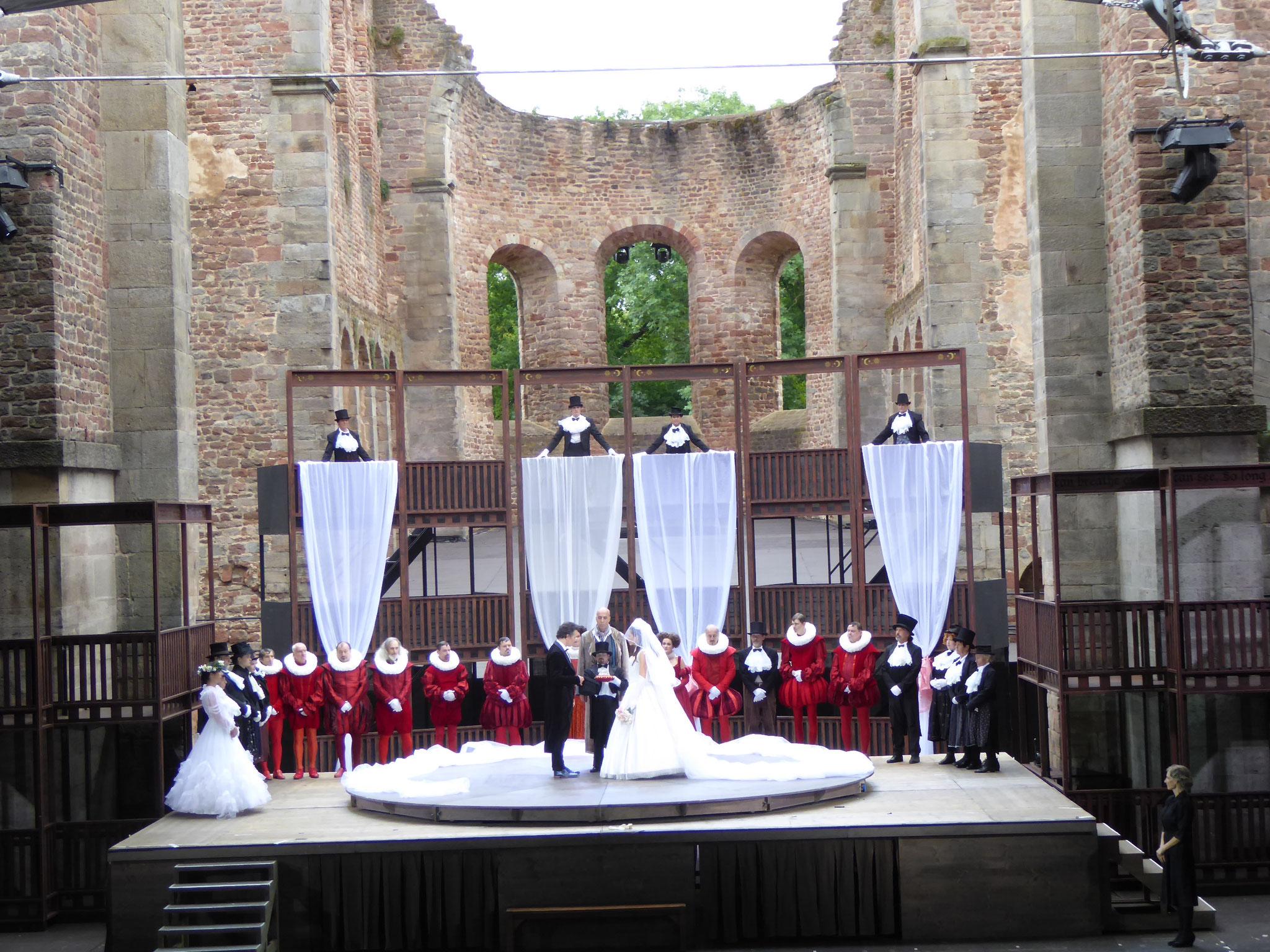 Bühnen-Hochzeit