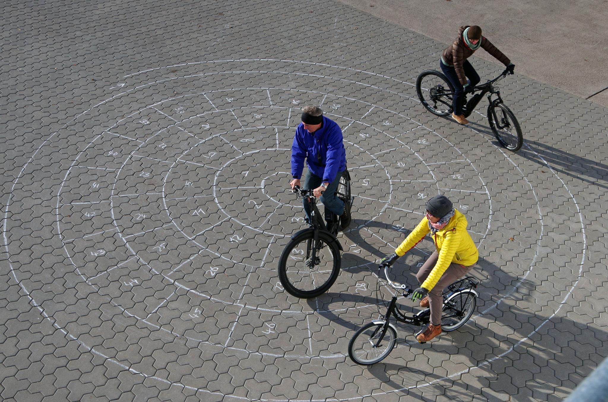 mit dem Pedelec im Kreisel - Foto Christian Burmeister