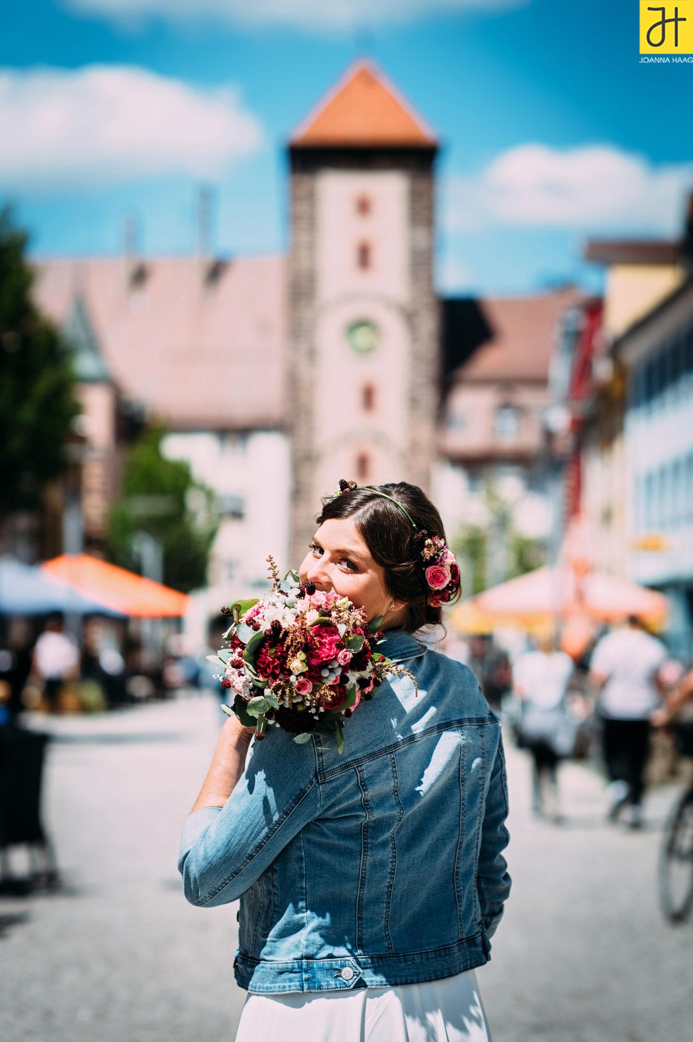 © JOANNA HAAG / #Hochzeit #Brautpaarshooting #Brautpaar #Villingen #OberesTor