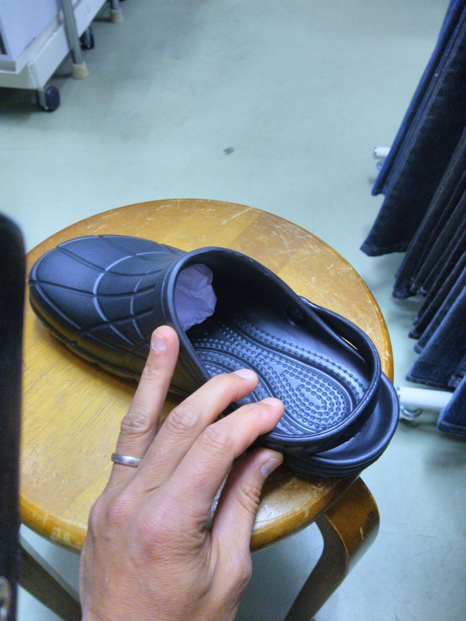 厨房靴 カルカル仕事人 ¥1,990(税込)クロック仕様なので、カカトもしっかりホールドします!!