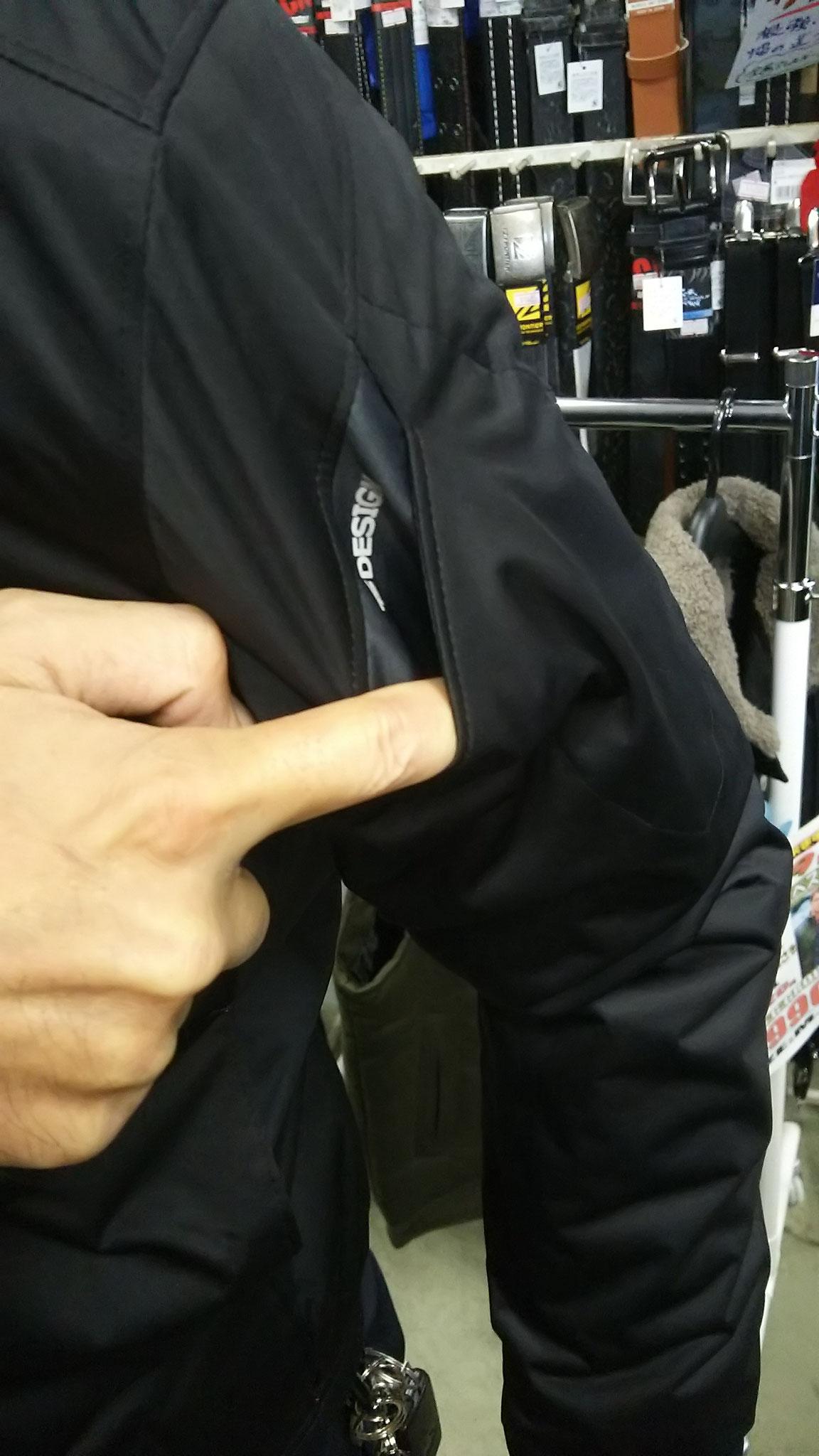 TS DESIGN  6626 防風ストレッチライトウォームジャケット マルチポケットはけっこう深いです。スマホ・ガラケーもOKですね。