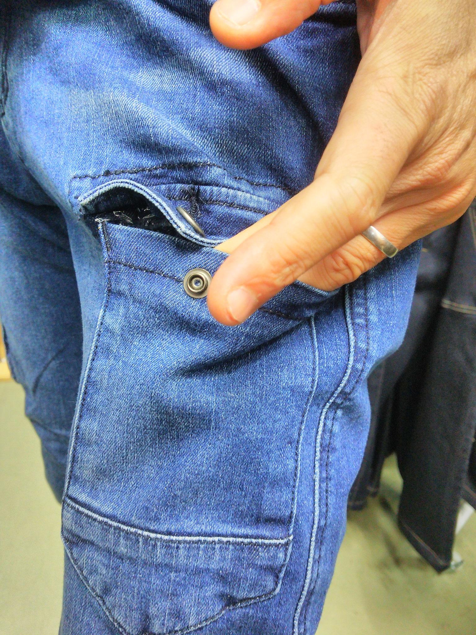 I'Z FRONTIER 7340 SERIES ~アイズフロンティア~ 履いてみました。右カーゴポケット。タバコなら入る大きさです。