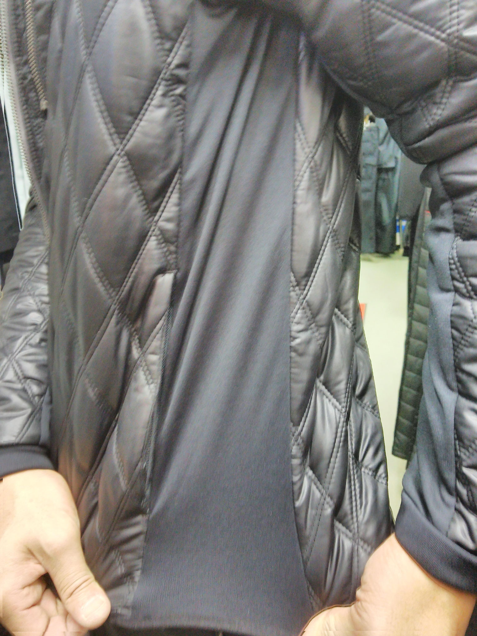 I'Z FRONTIER~アイズフロンティア~9010 発熱防寒ジャケット サイドストレッチ素材で動きやすいです。