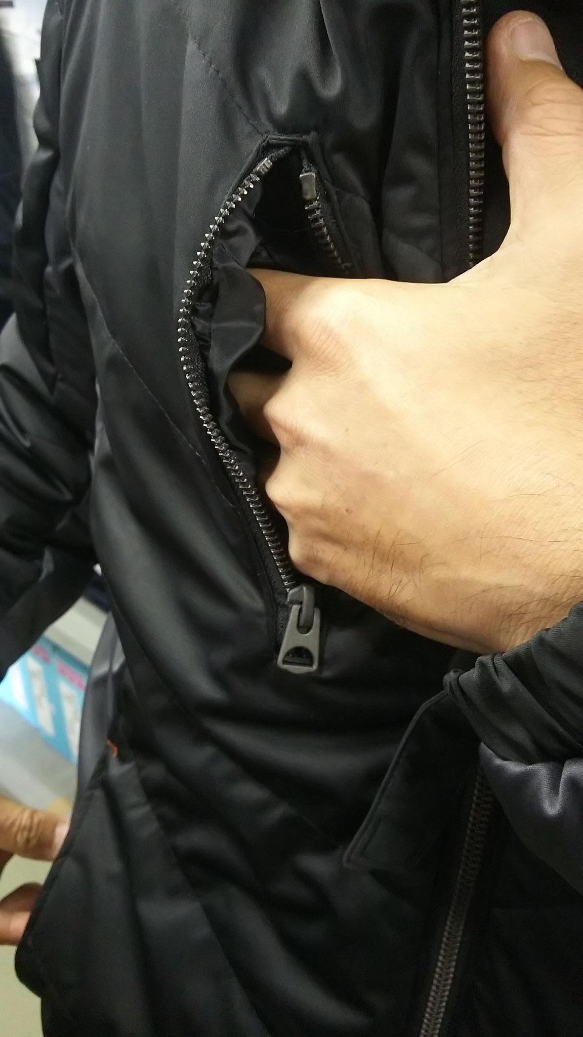 G.GROUND 44603 防風ブルゾン 右胸のポケット。ファスナー付ですので、サイフぐらいはOKです。