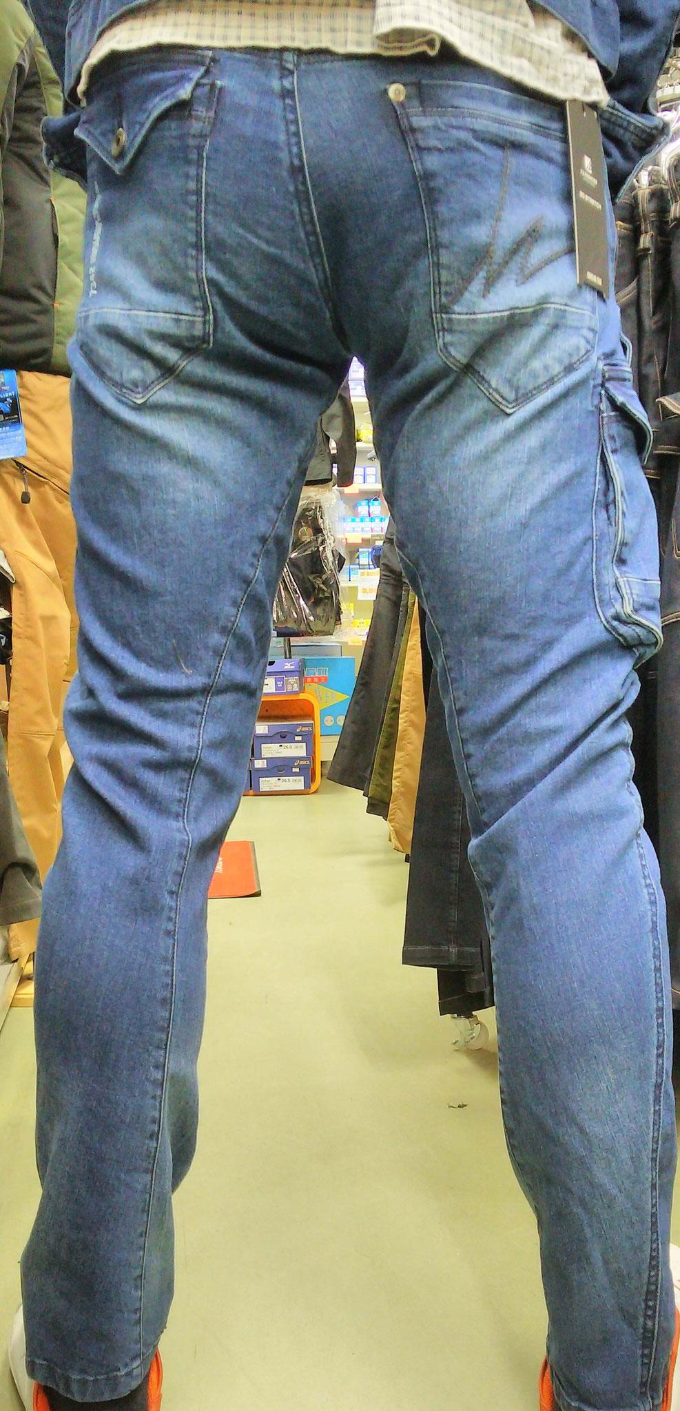 I'Z FRONTIER 7340 SERIES ~アイズフロンティア~ 履いてみました。足にかけて細身のシルエットですね。