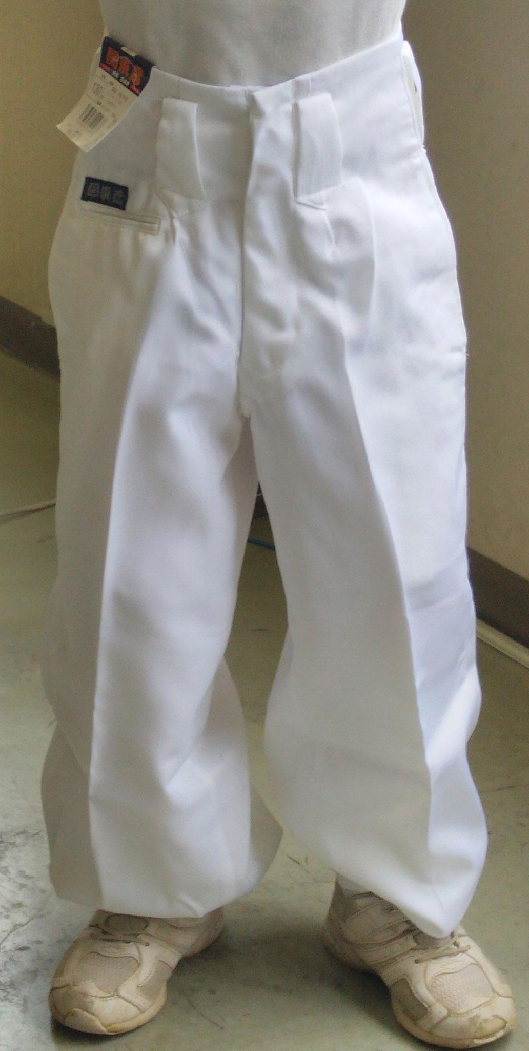 子供用白ニッカズボン サイズは、90cmから160cmまで在庫あります。