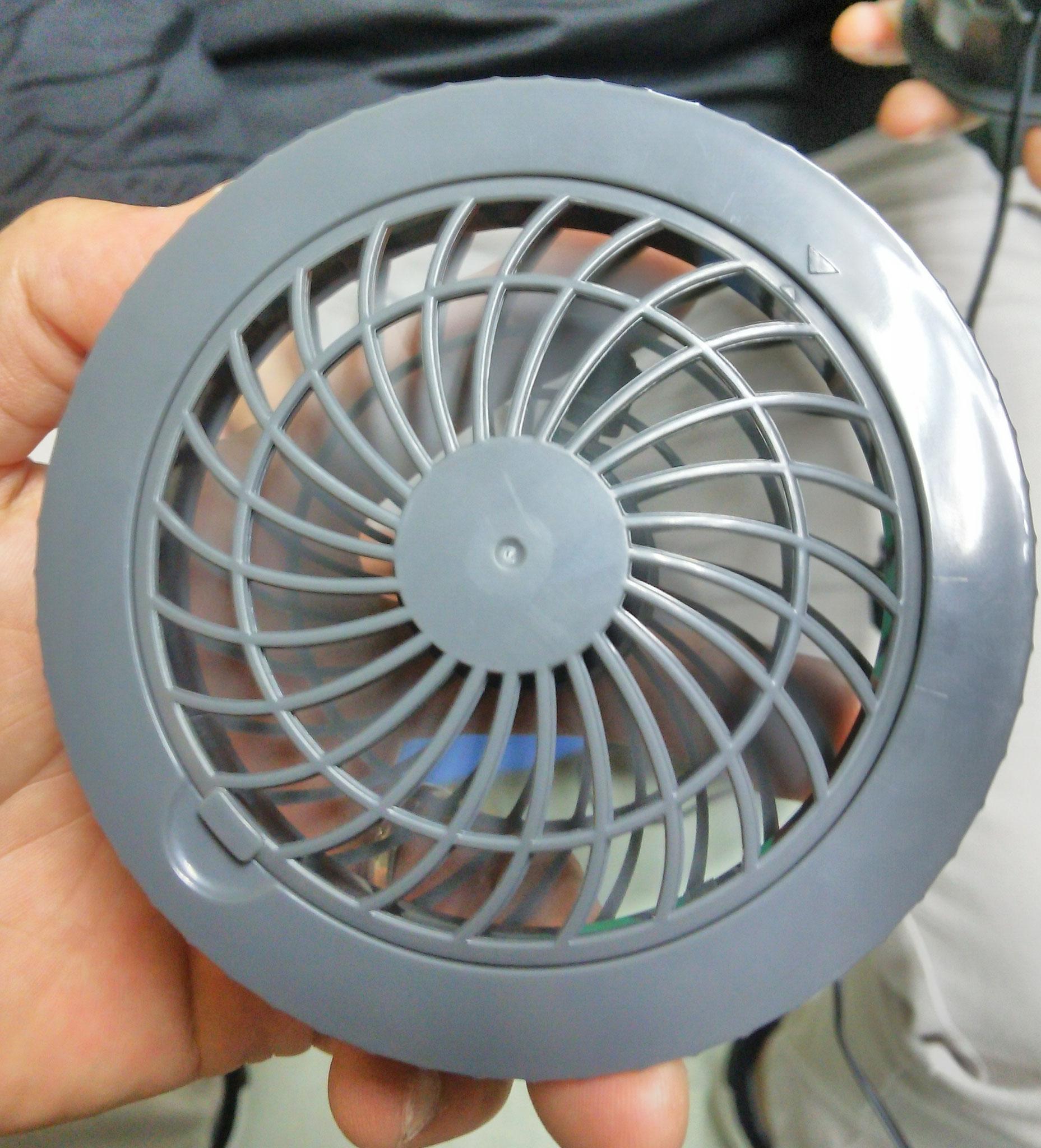 SK-7 ファンセット ¥3,990(税込)外側はこんな感じです。しっかりと風を引き込みます。