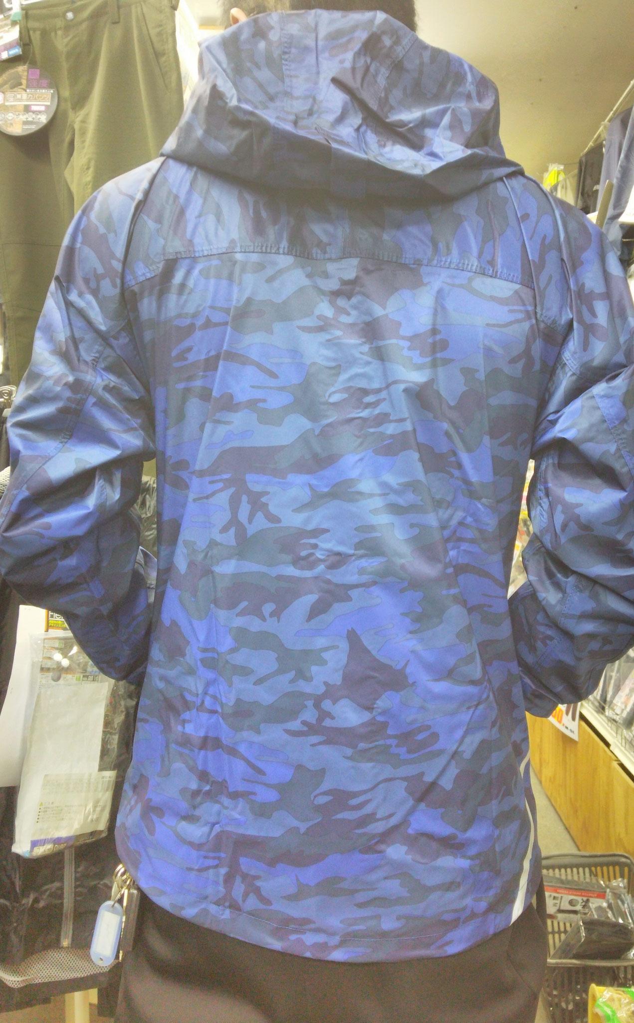 7570 ストレッチシールドジャケット ¥2,990(税込)=着てみました=薄くて、ムレそうにないです。