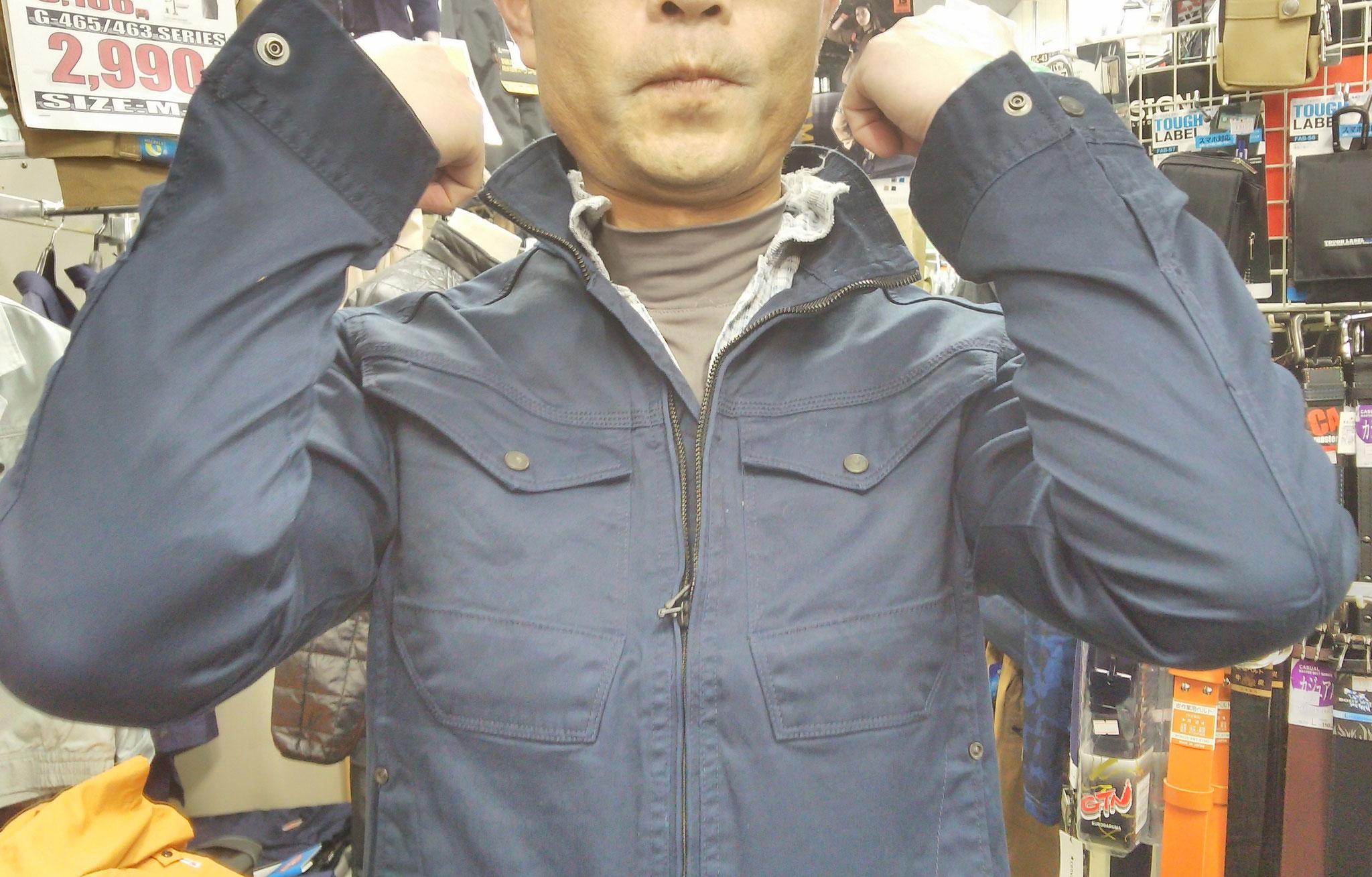 EVEN RIVER~イーブンリバーERX-207 ブルゾン=着てみました=肩から肘がよく伸びます。