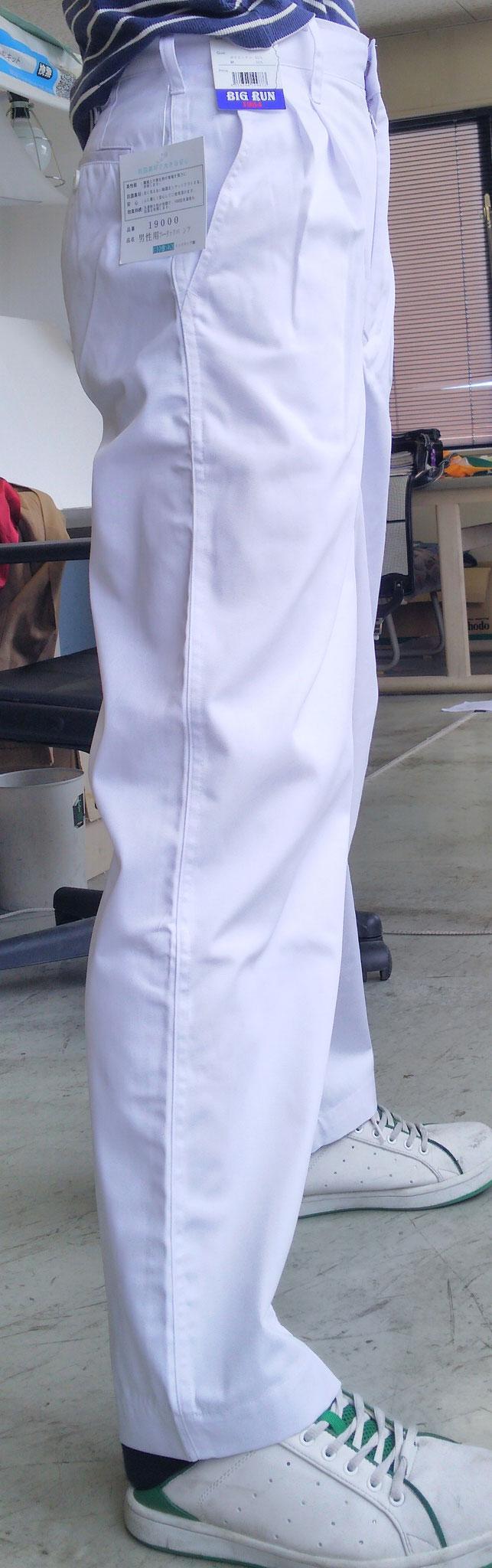 祭り用白ズボン ツータックなので、太ももはゆったりしています。