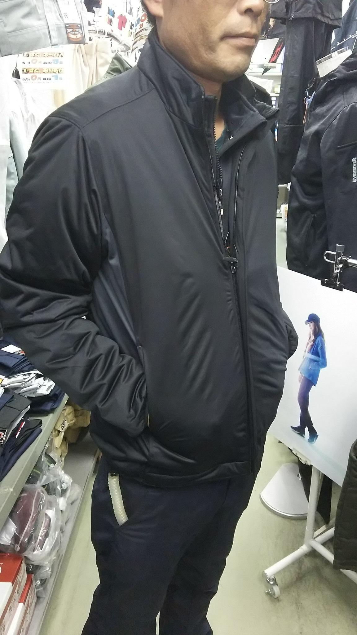 TS DESIGN  6626 防風ストレッチライトウォームジャケット 実際に着てみました。シックに決まります。