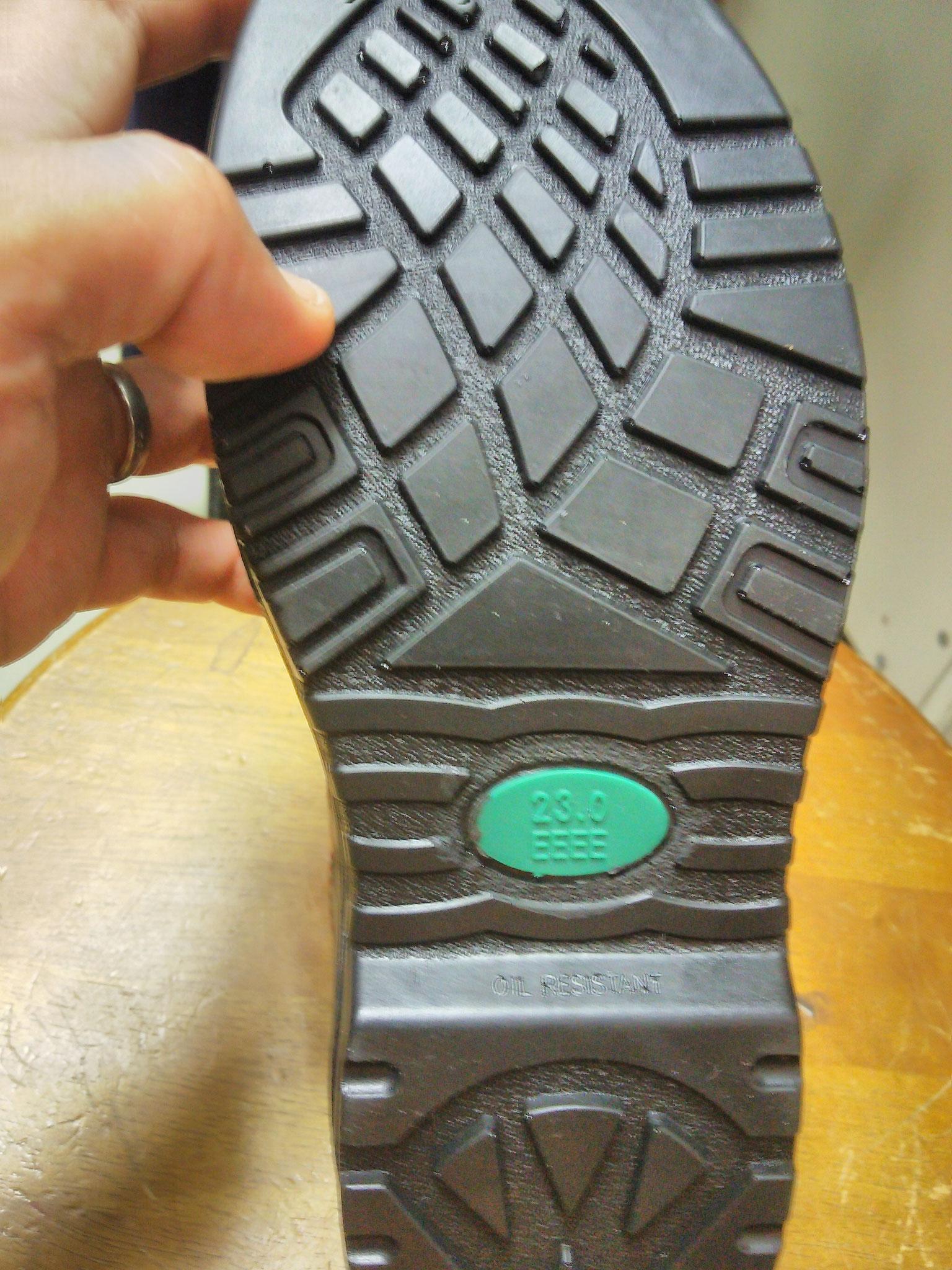 JW-750  安全靴 ¥3,300(税込) ソールは耐油底になっています。