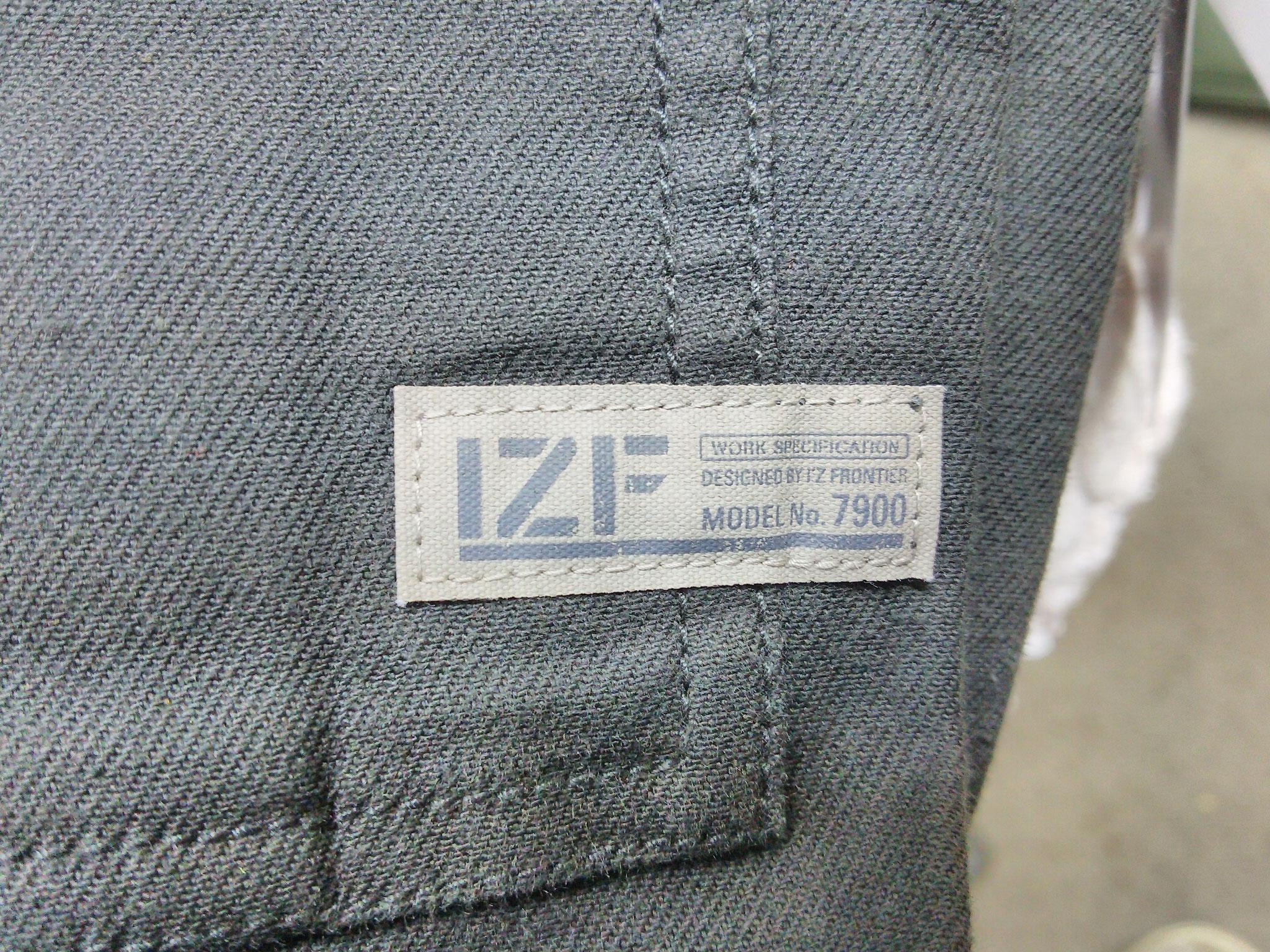 I'Z FRONTIER 7920 SERIES ~アイズフロンティア ストレッチカーゴパンツ~ さりげない、IZFロゴのタグネーム。