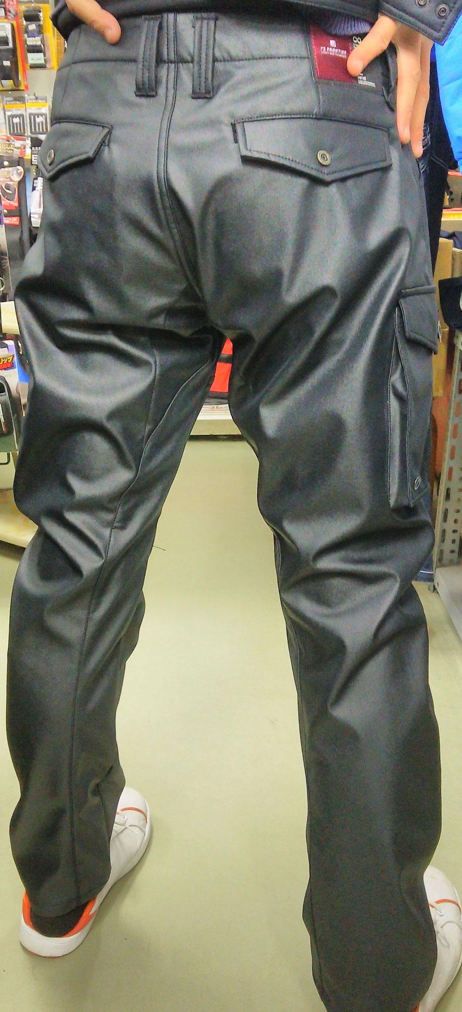 I'Z FRONTIER 9112 SERIES  発熱防風カーゴパンツ~履いてみました~タイツの上から履いていますが、タイツがいらないくらい暖かいです。