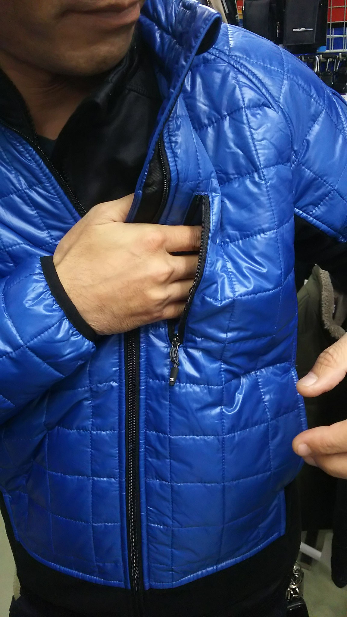TS DESIGN  4226 マイクロリップ 着てみました。   胸ポケットは名刺入れなどに活躍します。