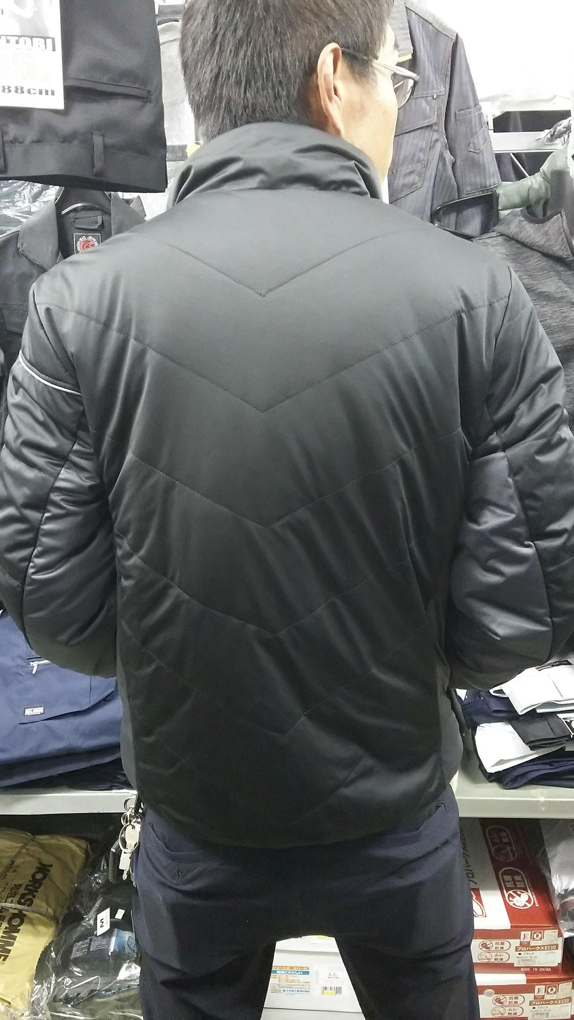 G.GROUND 44603 防風ブルゾン LLサイズを実際に着てみました。後姿もタイトに決まってますよね(笑)でもけっこうゆったりです。