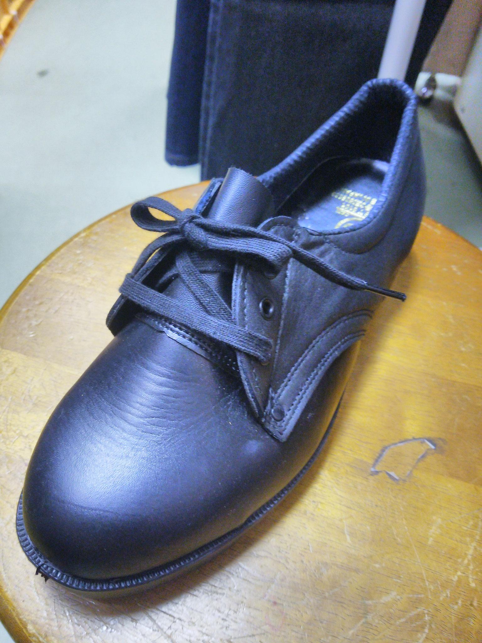 AN105V  革製安全靴  短靴  ¥3,990(税込)革製で最近珍しい「ガラス革」ですので、光沢と耐久性があります。