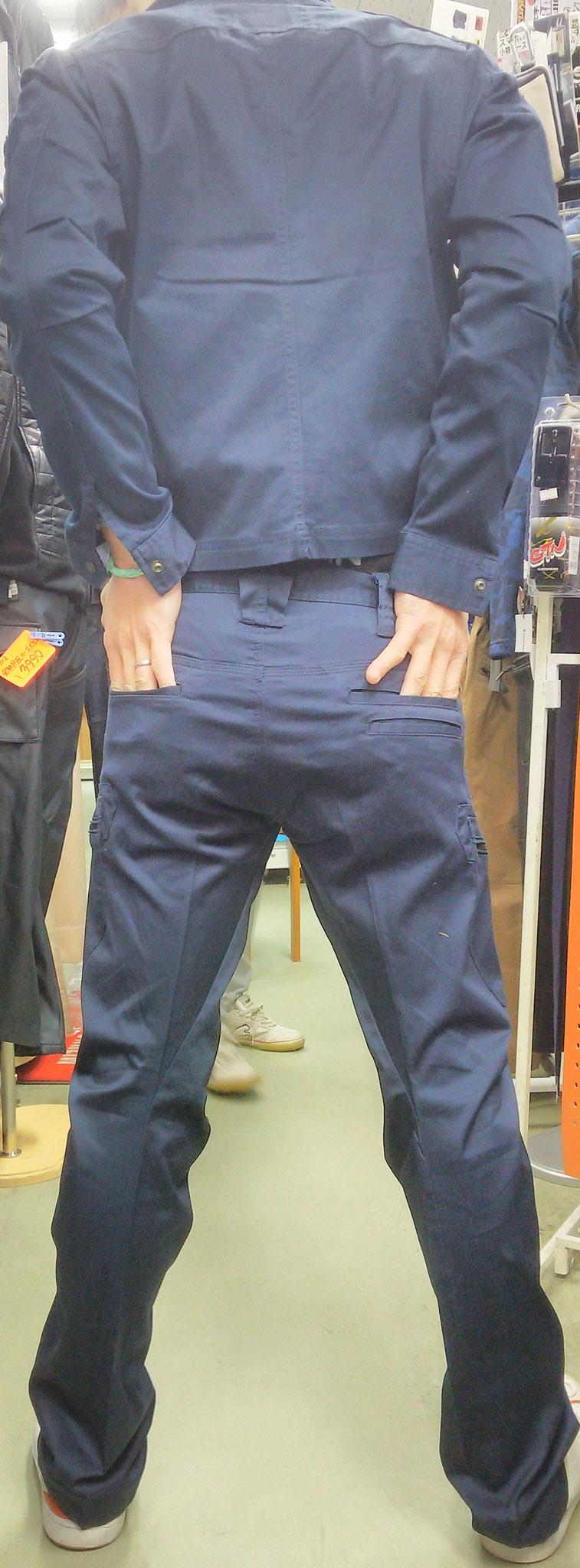 EVEN RIVER~イーブンリバー~着てみました。ズボンは3Dカットで、タイトなのに動きやすいです。