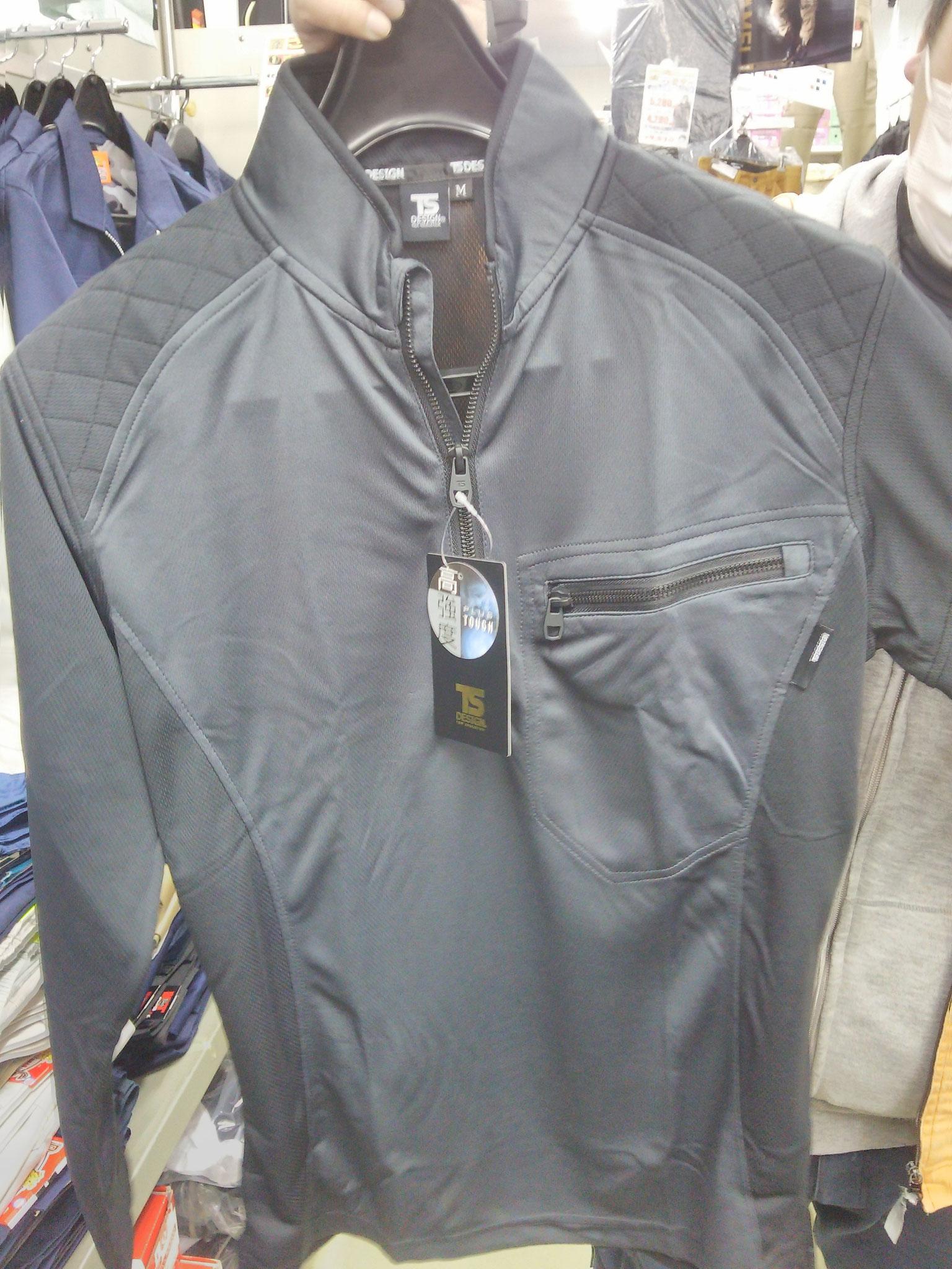 846305 ワークニットロングシャツ ¥3,290(税込)べたつきにくいドライメッシュ採用。