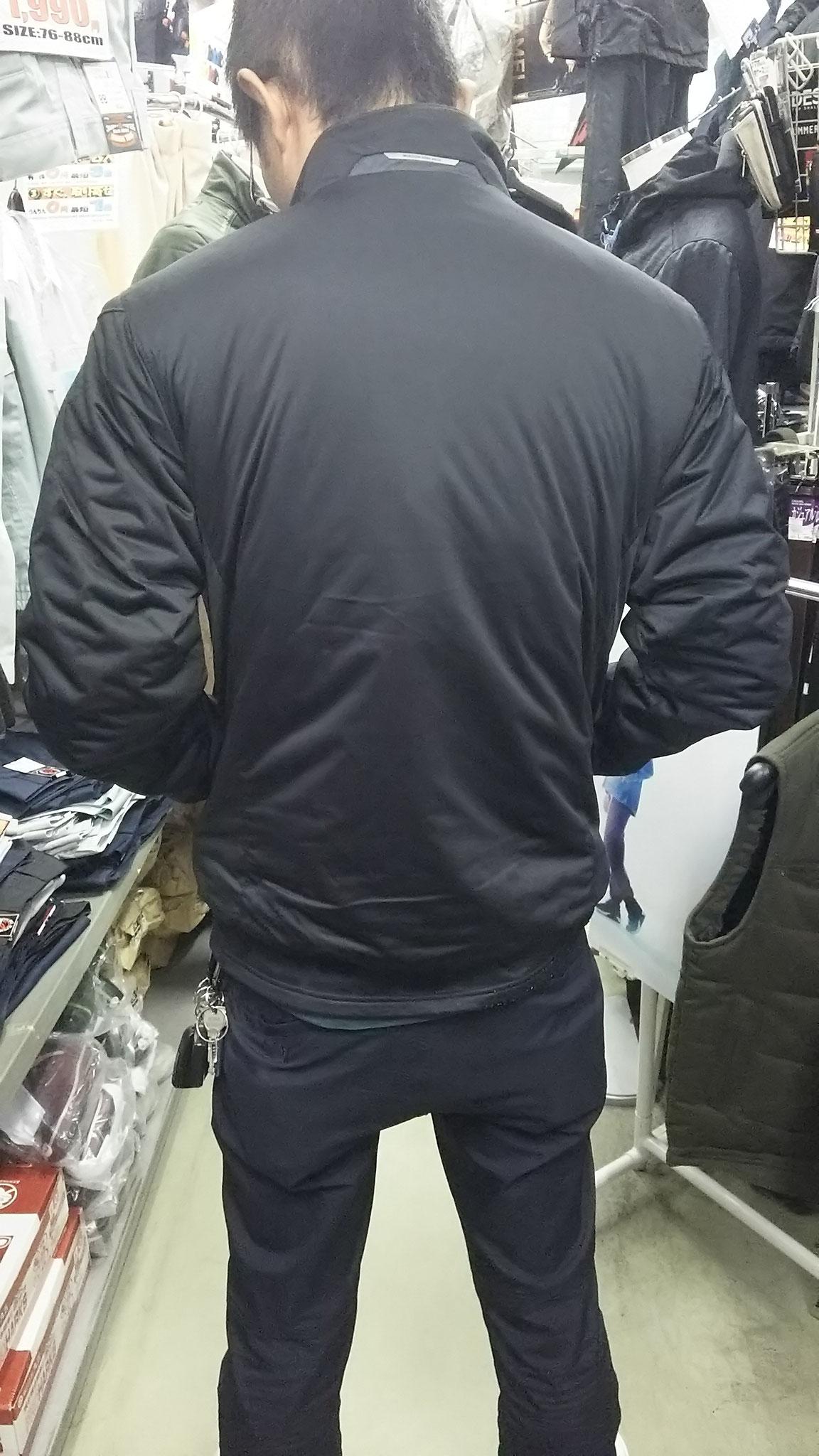 TS DESIGN  6626 防風ストレッチライトウォームジャケット 実際に着てみました。後ろ姿もタイトですね(笑)