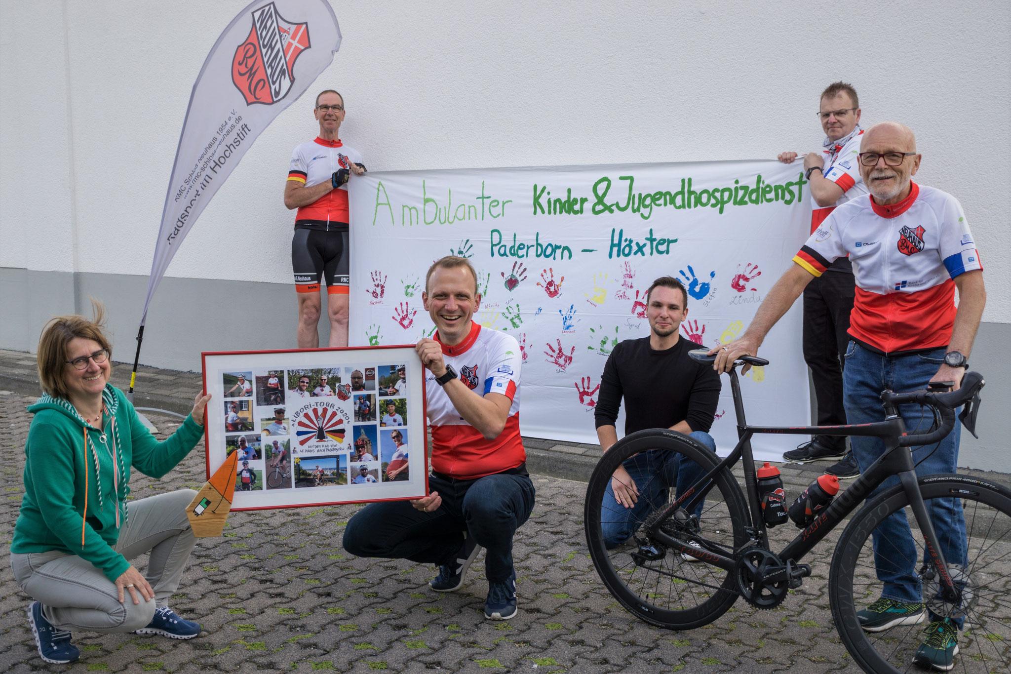 1. Reihe von links: Odilia Wagener (Koordinatorin AKHD PB-HX), Thomas Kirchhoff, Tobias Franc (Ehrenamtlicher AKHD PB-HX), Bernhard Dirkschnieder; 2. Reihe von links: Christoph Lescher, Martin Klösener