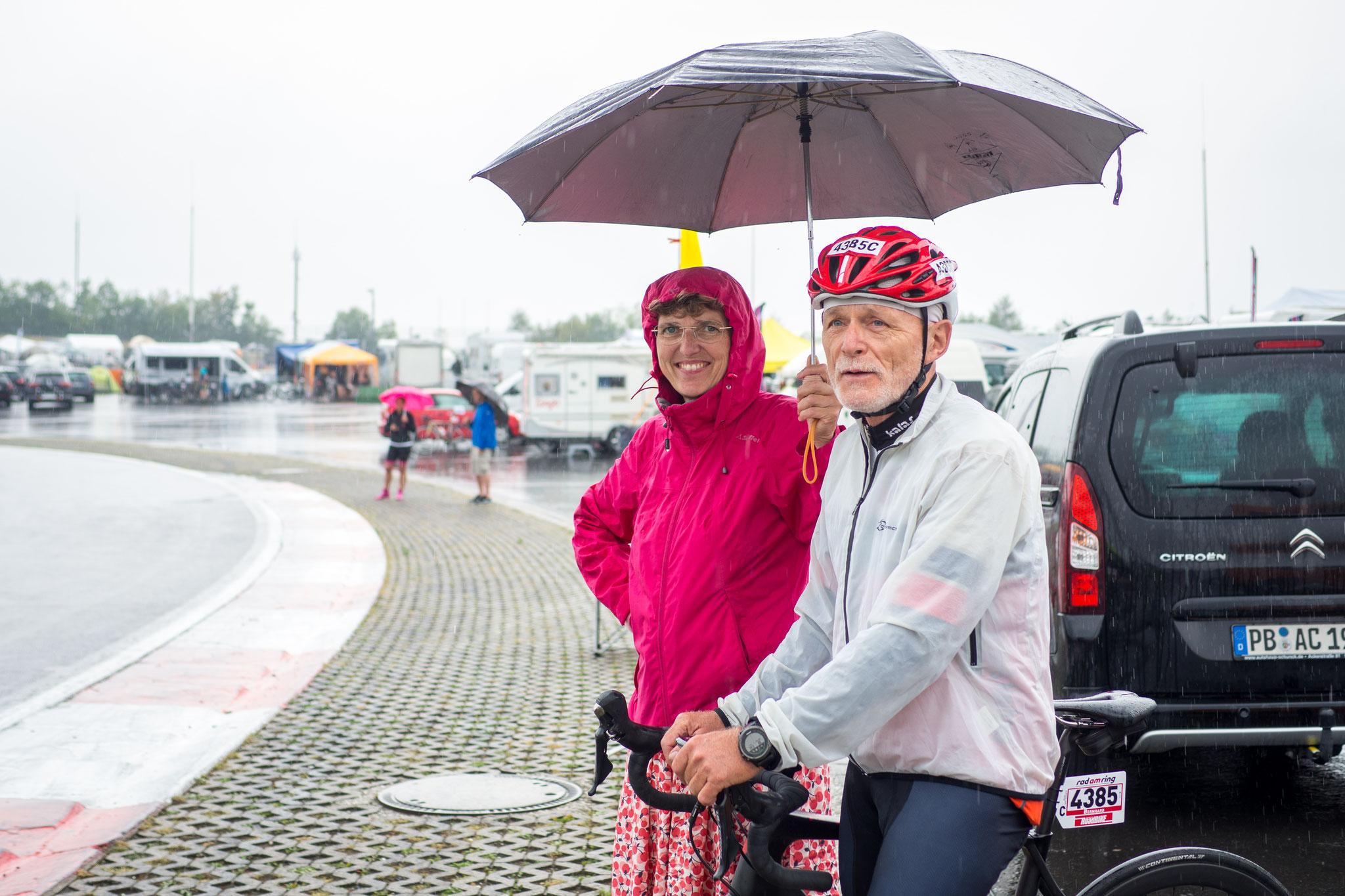 ...ein Schirm ist schon was Schönes, schade dass man keinen auf der Strecke dabei hat...