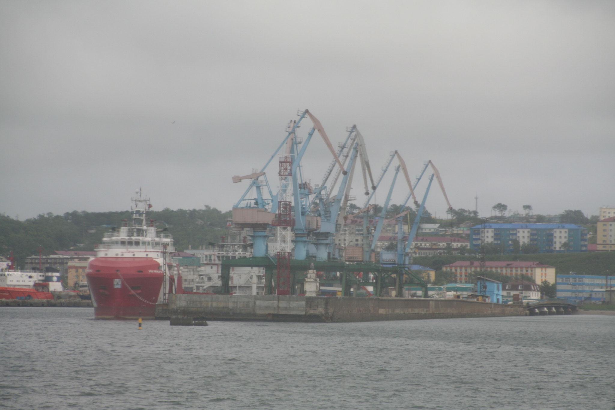 国際港 コルサコフ。