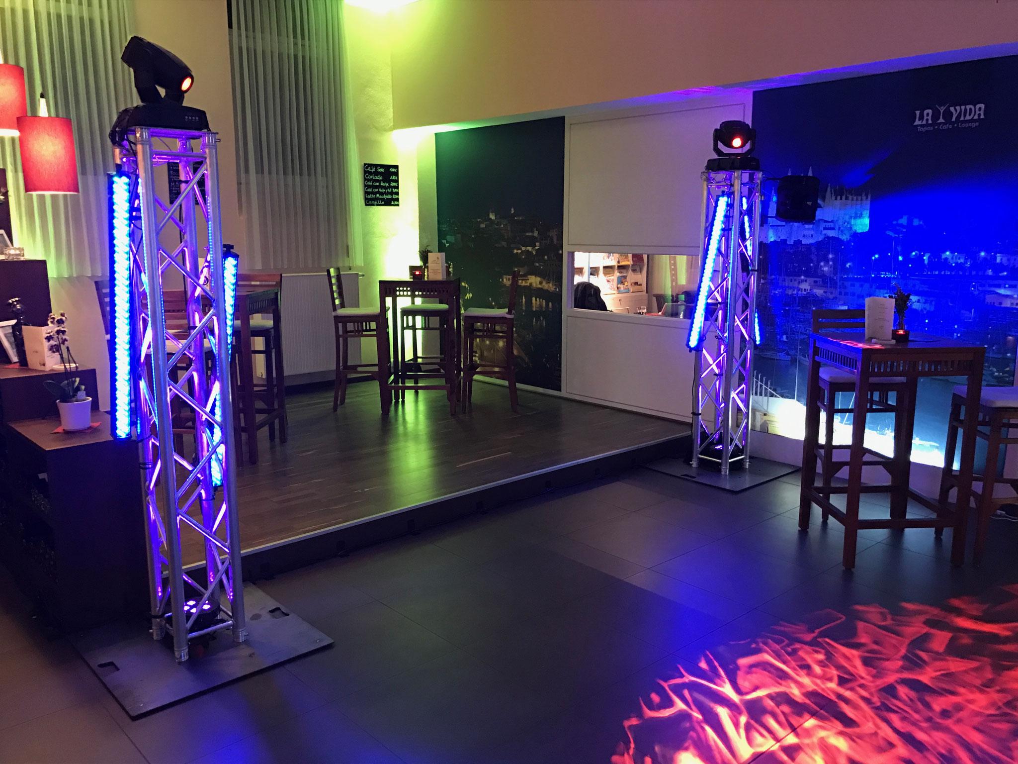 Tanzflächenbeleuchtung mit Moving Heads + LED Leisten