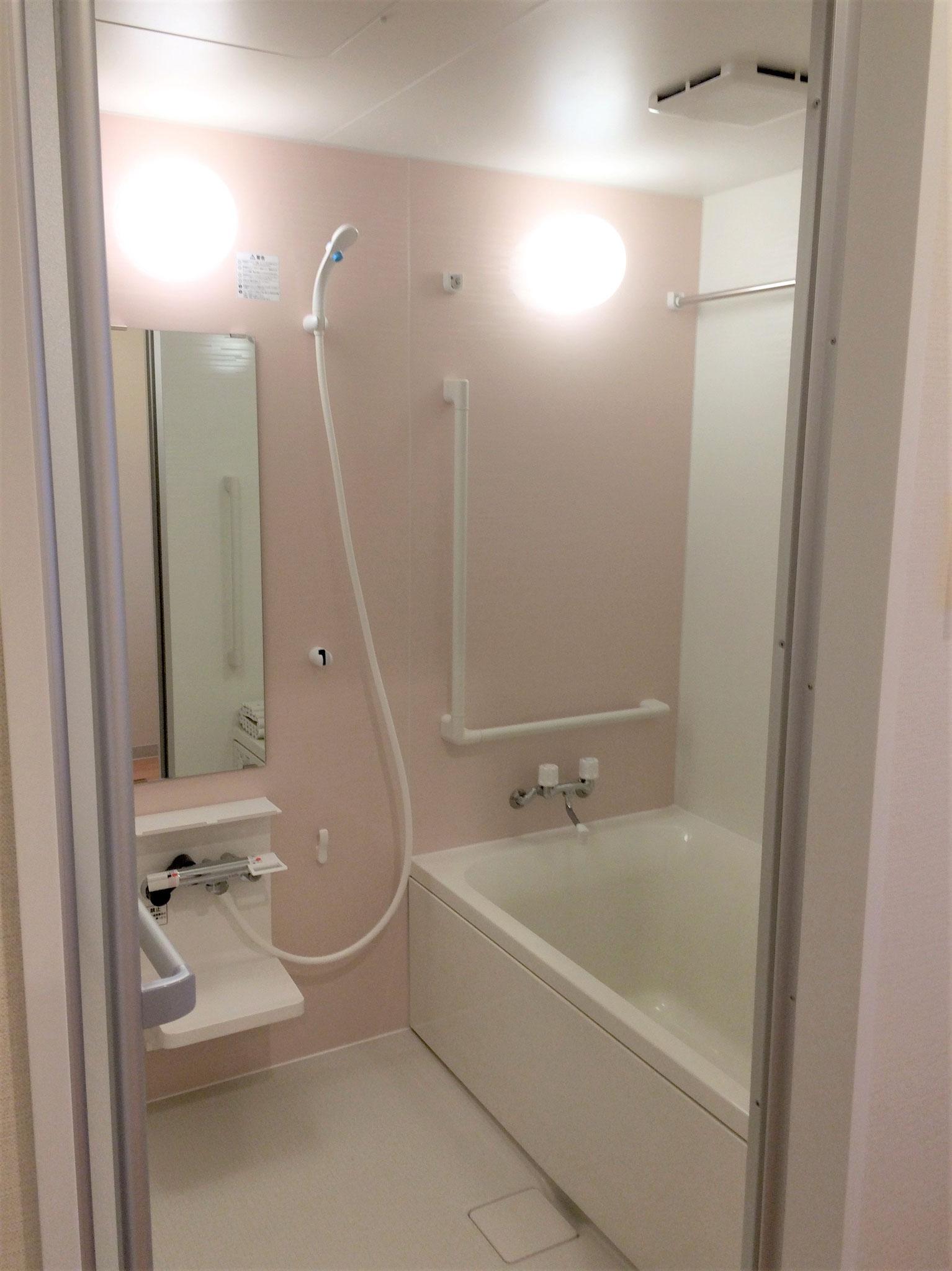 お風呂は各階にそれぞれ共用としてあります