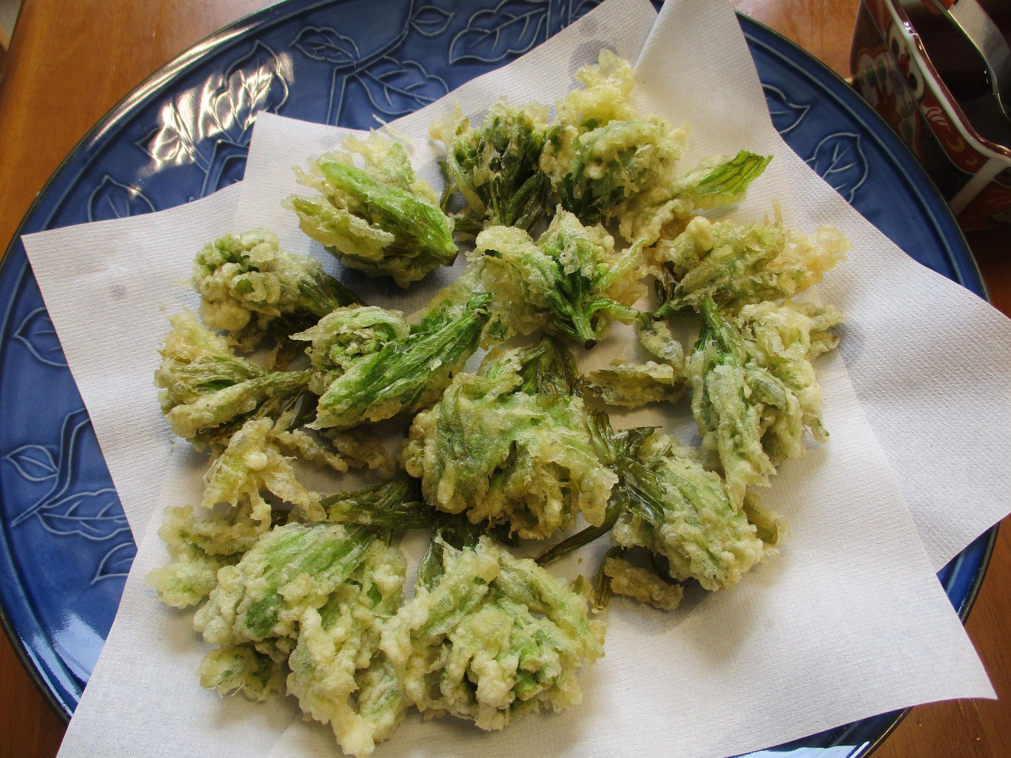 ふきのとうを頂き、天ぷらにして昼食に